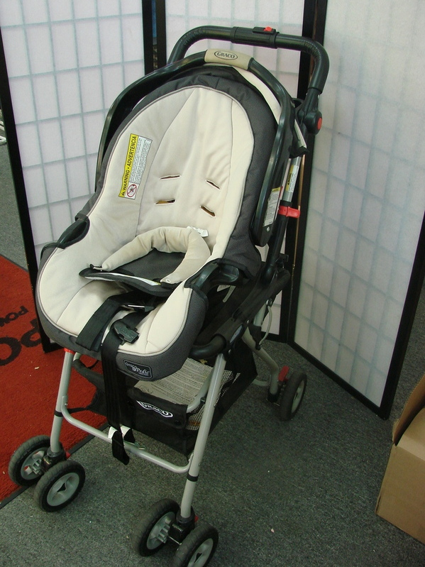 Graco Snugrider Infant Baby Car Seat Carrier Stroller
