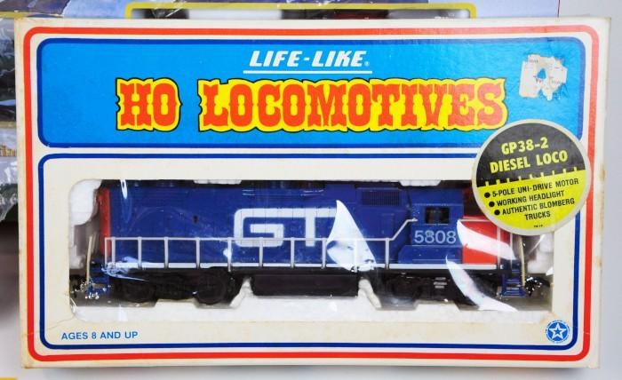 Bachmann Trains HO Scale Jingle Bell Express Holiday Train Set # 00724