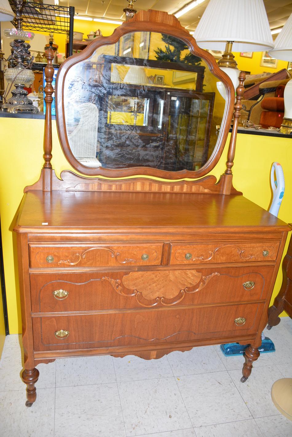 Dresser With Mirror - 4 Drawer