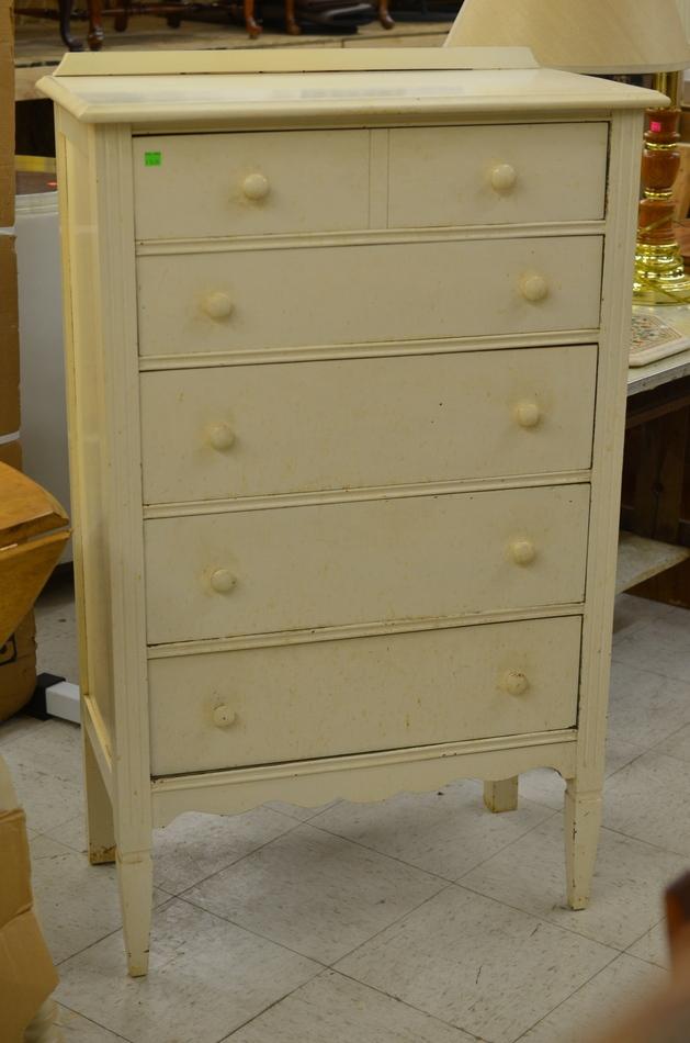 White Wooden 5 Drawer Dresser