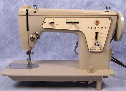 vtg 1960s singer fashion mate 237 sewing machine w  book bobbins foot  u0026 carry bag