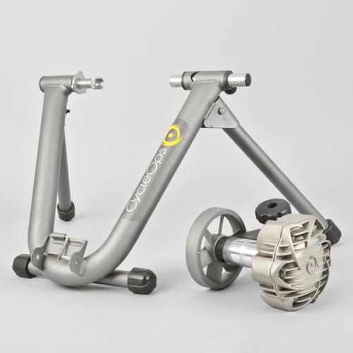 Cycleops Fluid 2 Kijiji: CycleOps Fluid 2 Indoor Road Mountain Bike Trainer