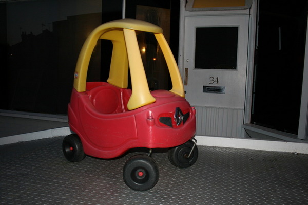 Little tikes cozy coupe red yellow push along renault for Little tikes motorized vehicles