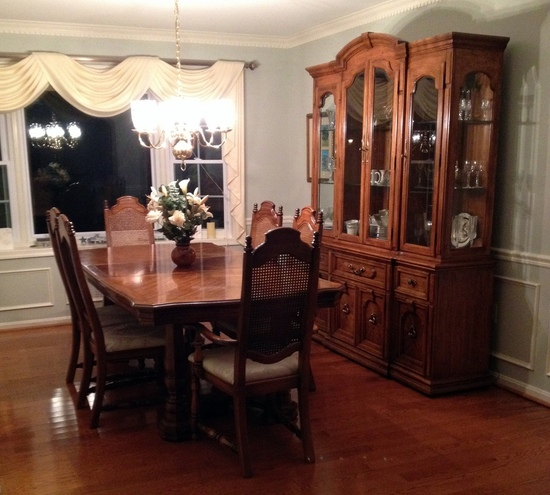 thomasville dining room table and 6 chairs w 2 piece hutch and china