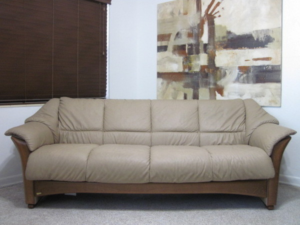 Ekornes stressless sofa couch oslo paloma leather in sand for Paloma leather sofa