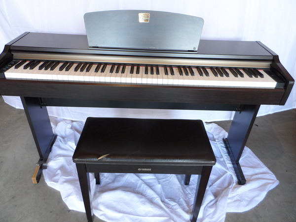 yamaha clavinova clp 110 digital keyboard piano organ used. Black Bedroom Furniture Sets. Home Design Ideas