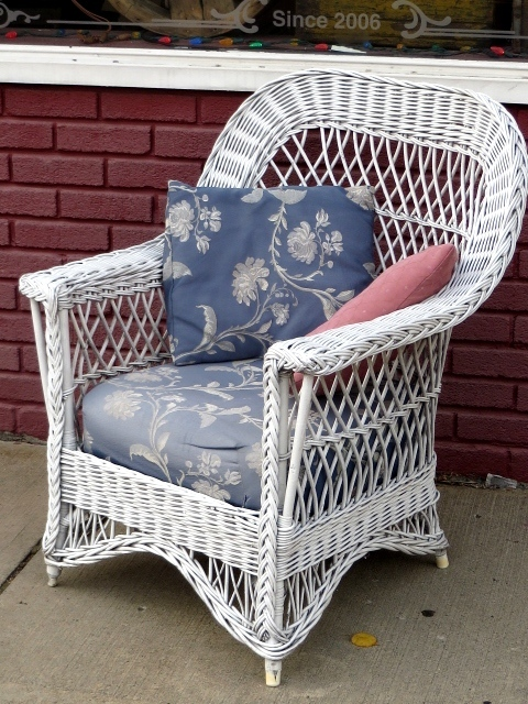 Antique Ypsilanti White Wicker Patio Chair W Cushion