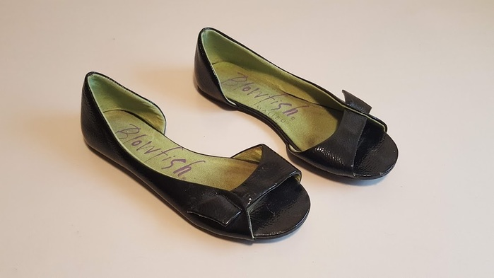 8b67e462c0264 Blowfish Malibu Women s Black Patent Leather Peep Toe Flat Sandals Size 7