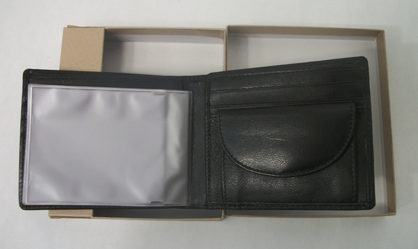NEW New York Genuine Leather Bifold Wallet - Key Holder, Change Compartment