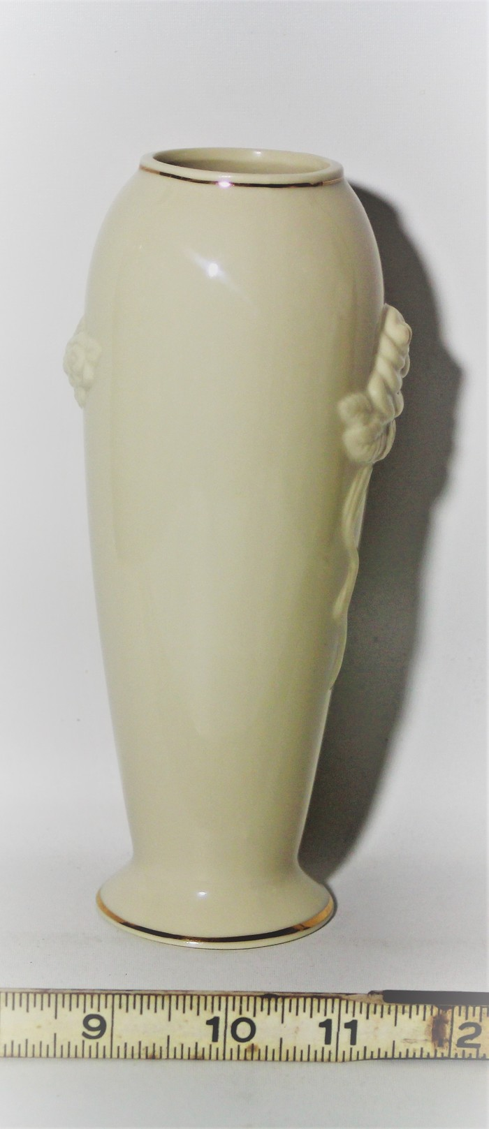 Lenox rosebud 7 bud vasegiftwarevintagehandcrafted in malaysia previously owned bud vase in the rosebud pattern by lenox features sculpted roses with gold trim beautiful made in malaysia between 1984 1986 floridaeventfo Choice Image