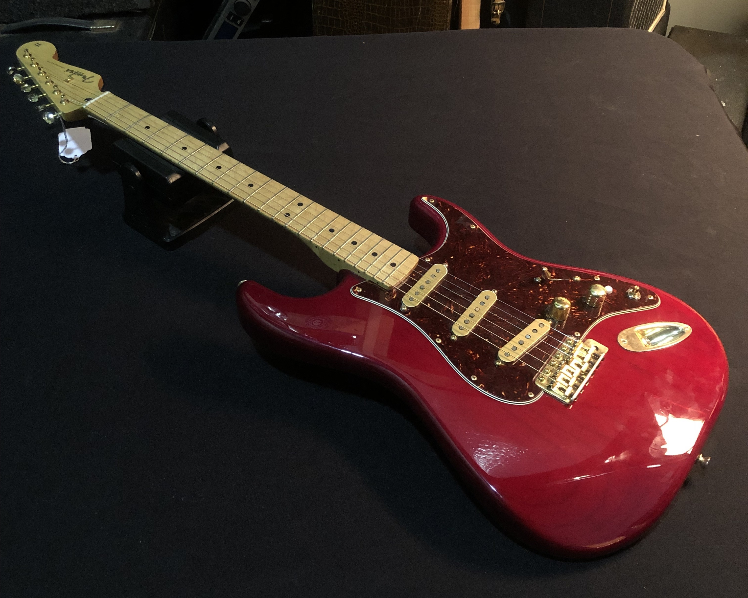 FENDER - Deluxe Player Stratocaster Transparent Red 2013