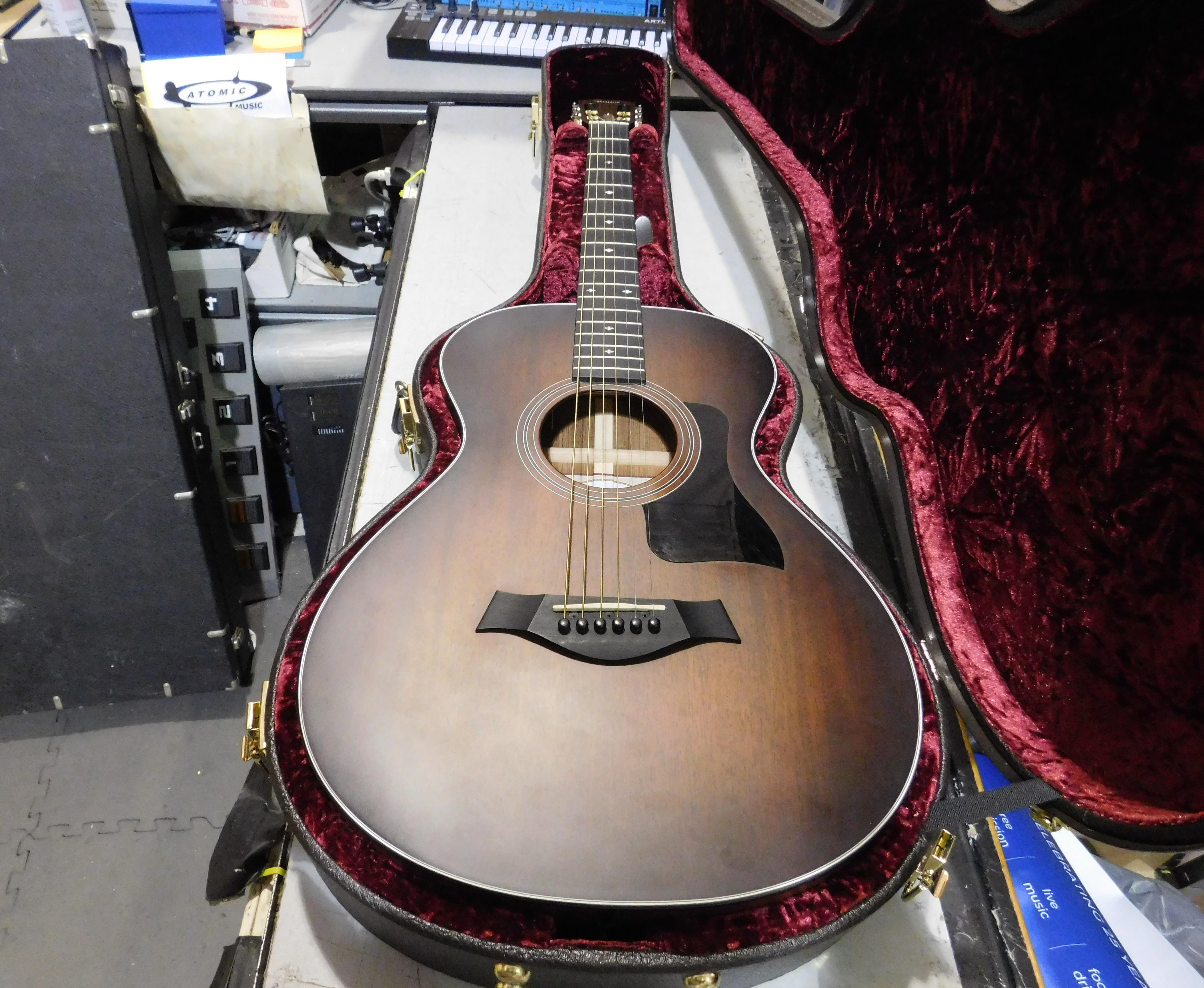 2016 TAYLOR 322e 12-fret Acoustic-Electric Guitar HSC - Local Pickup Only!