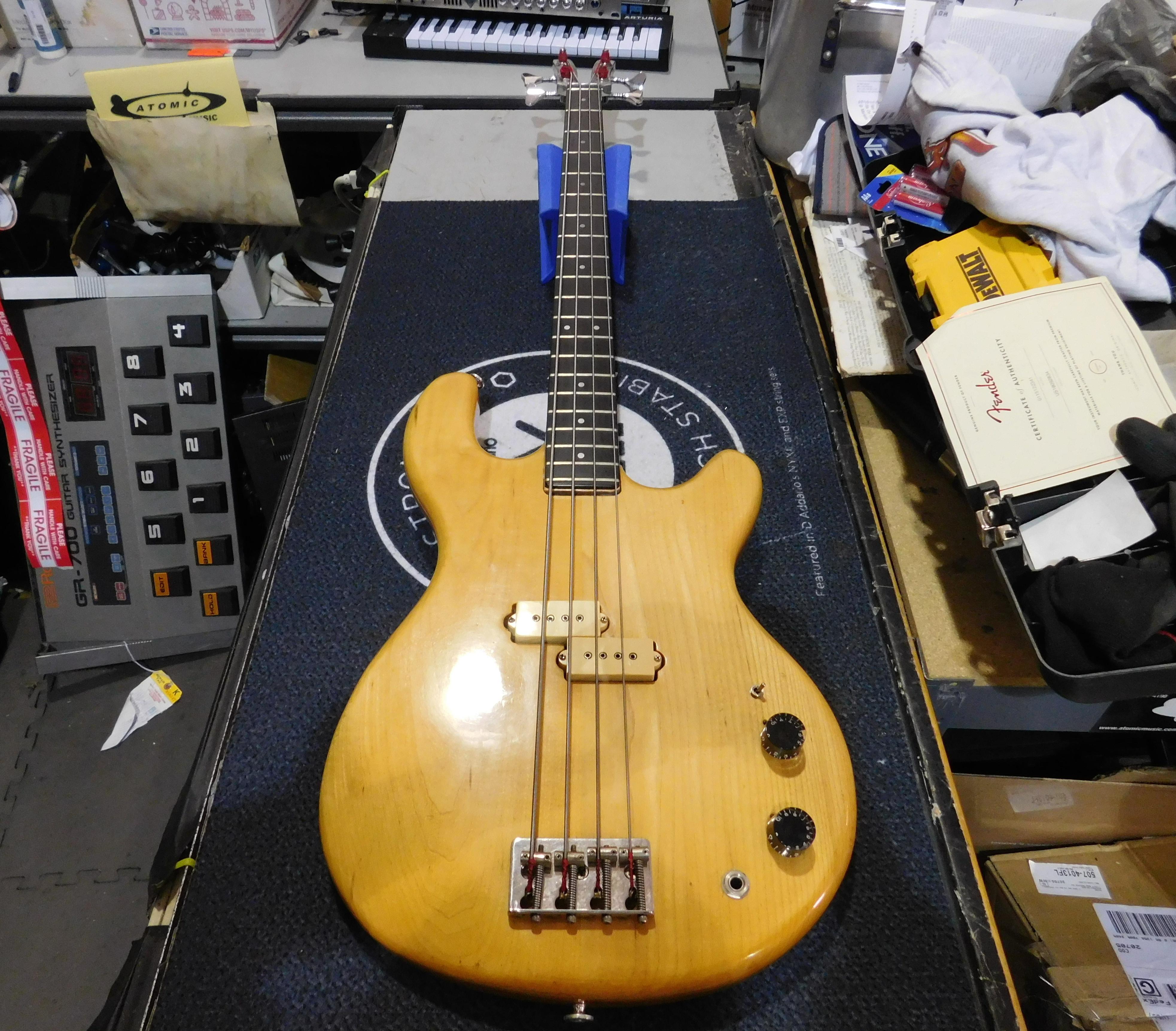 KRAMER DMZ 4000 Aluminum Neck Electric Bass w/ Gig-bag