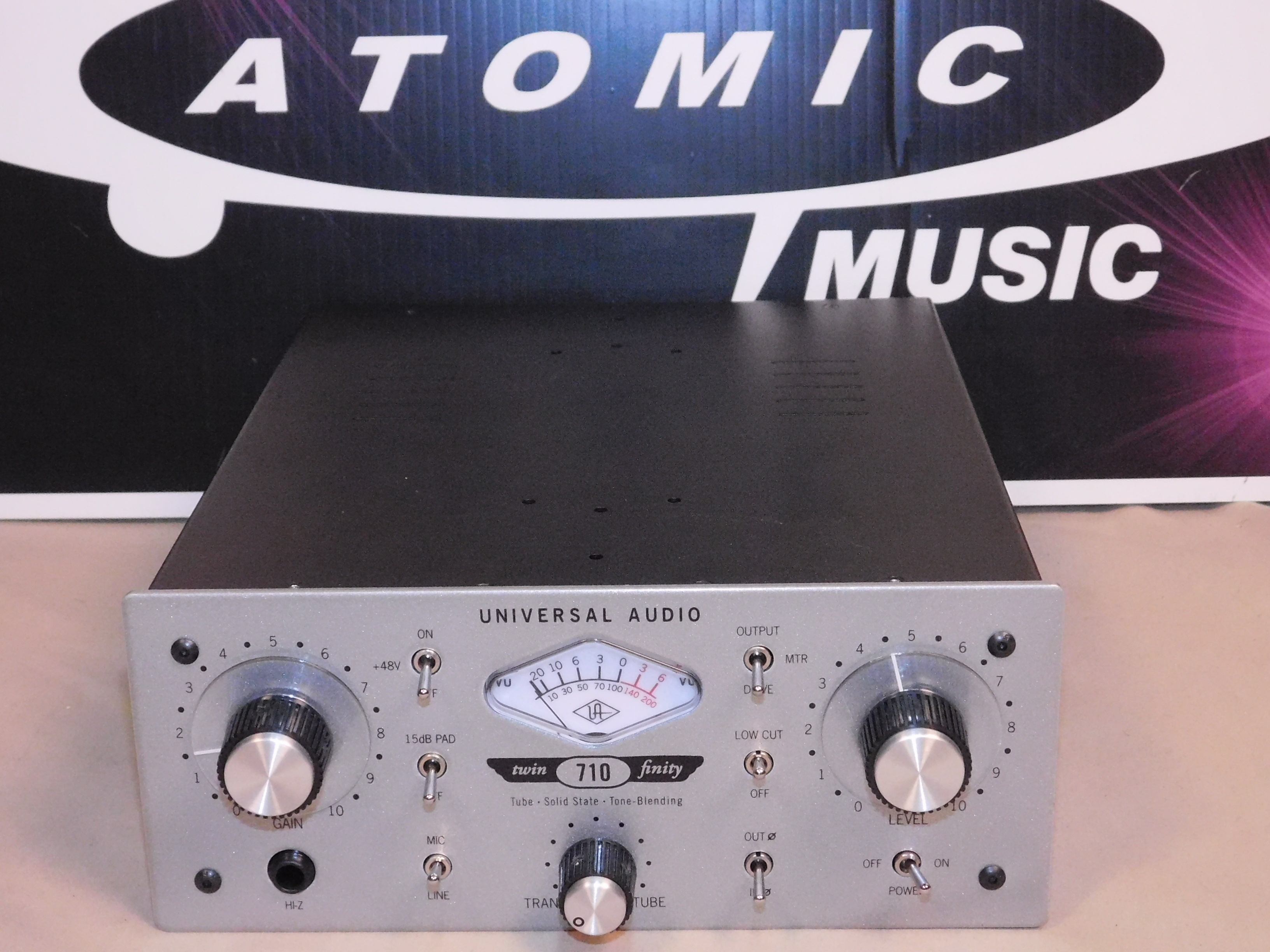 UNIVERSAL AUDIO 710 TWIN-FINITY TUBE/SOLID STATE PREAMP