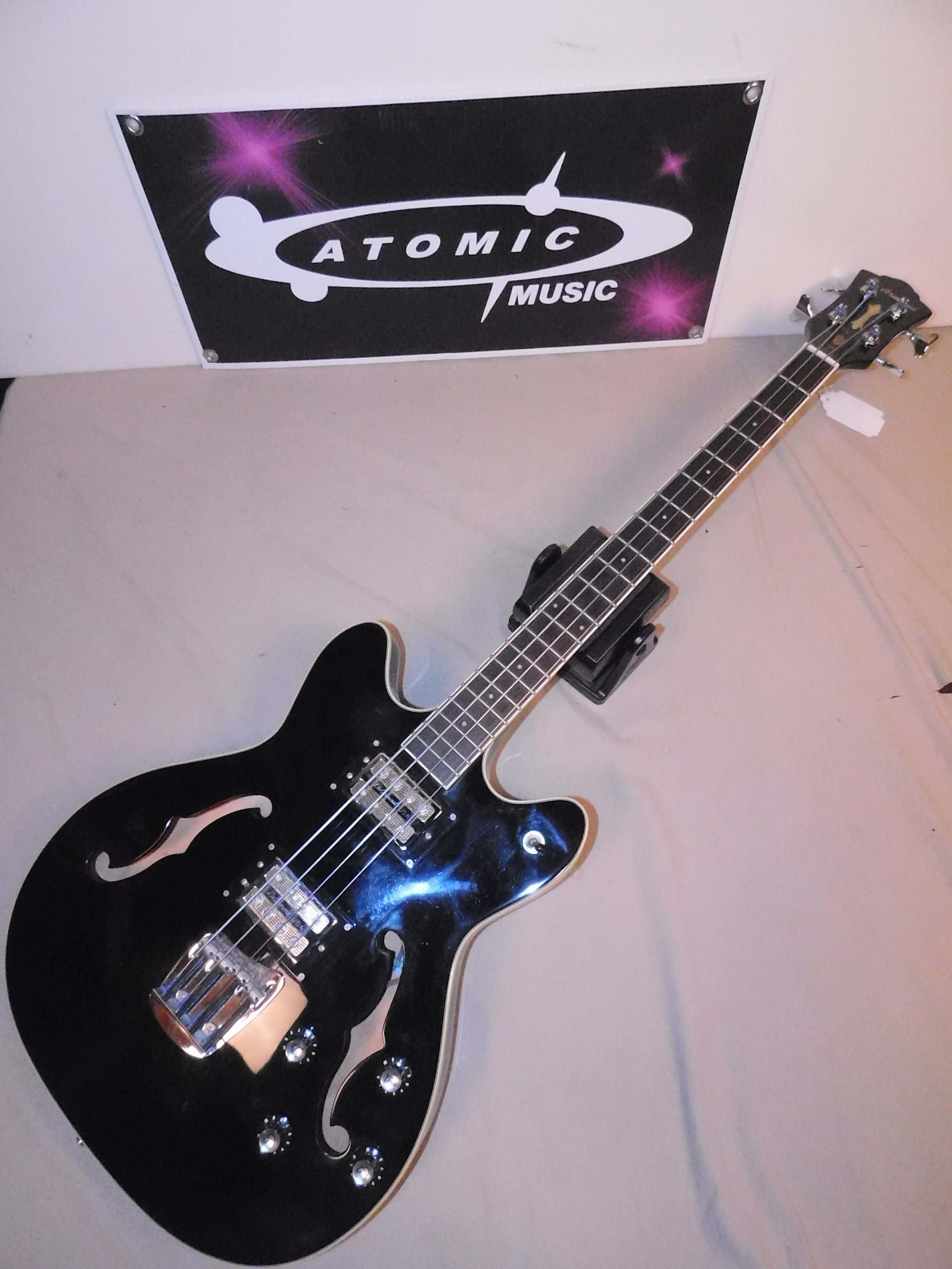 DE ARMOND STARFIRE SEMI-HOLLOW BASS GUITAR WITH ORIGINAL CASE