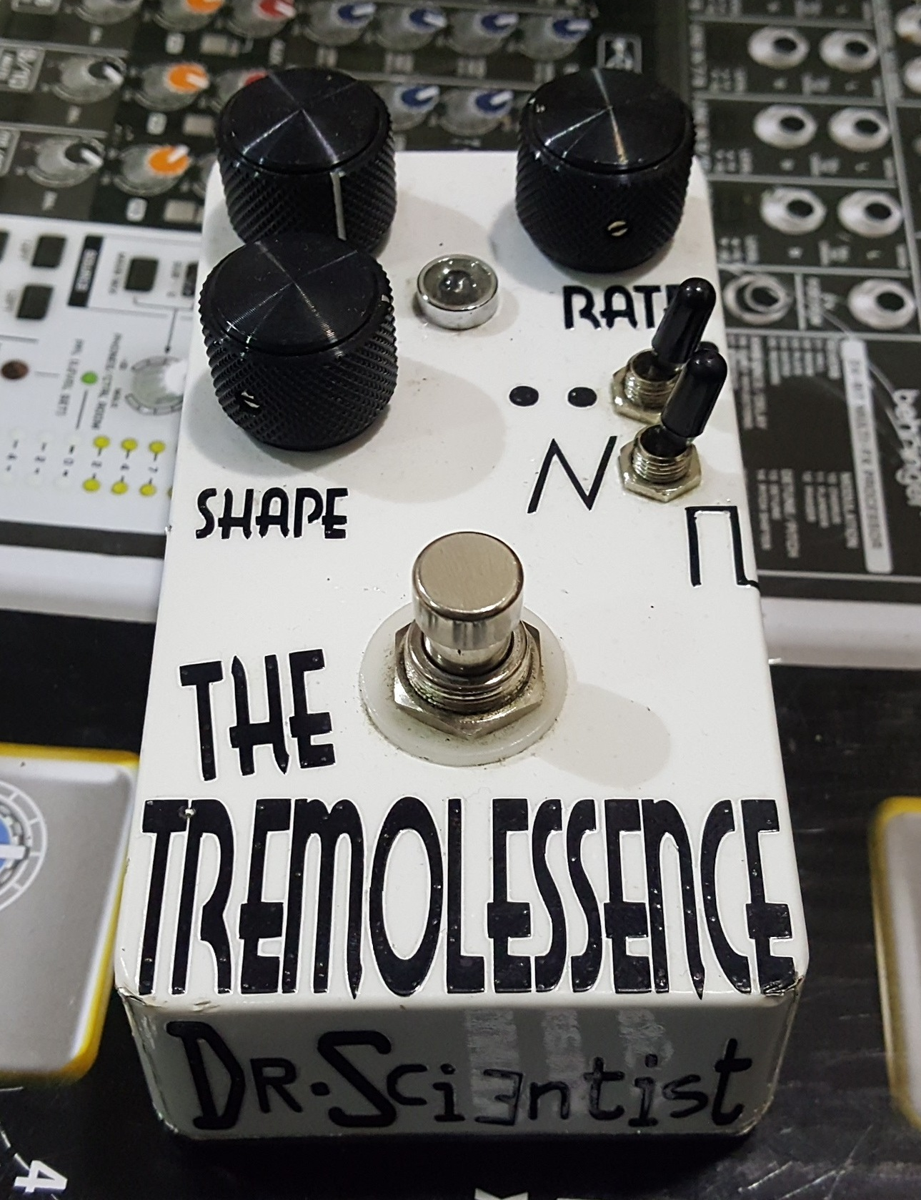 DR. SCIENTIST THE TREMOLESSENCE TREMOLO GUITAR EFFECTS FX PEDAL