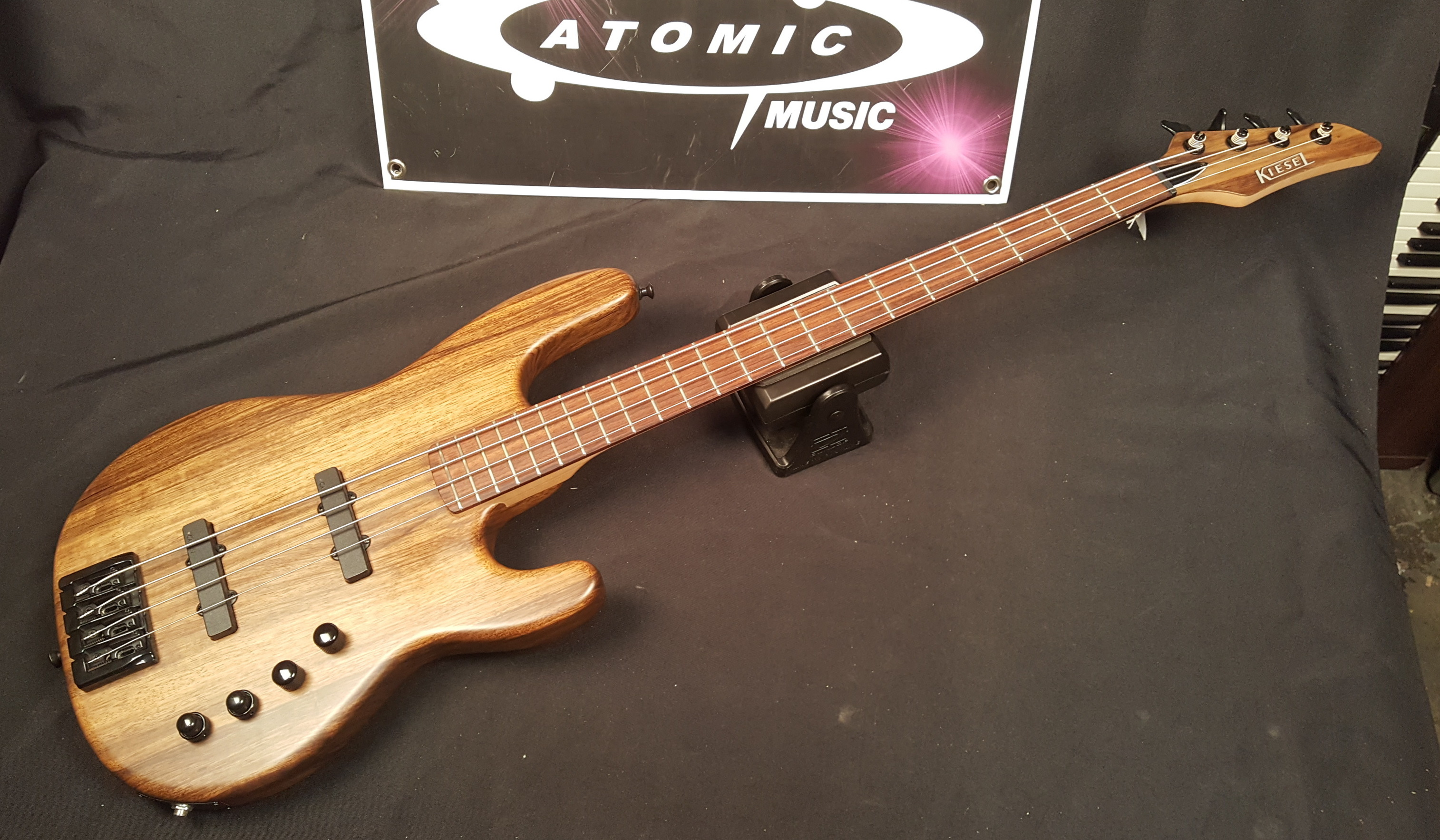 KIESEL / CARVIN B40 4-String Electric Bass Guitar - EXCELLENT CONDITION!!