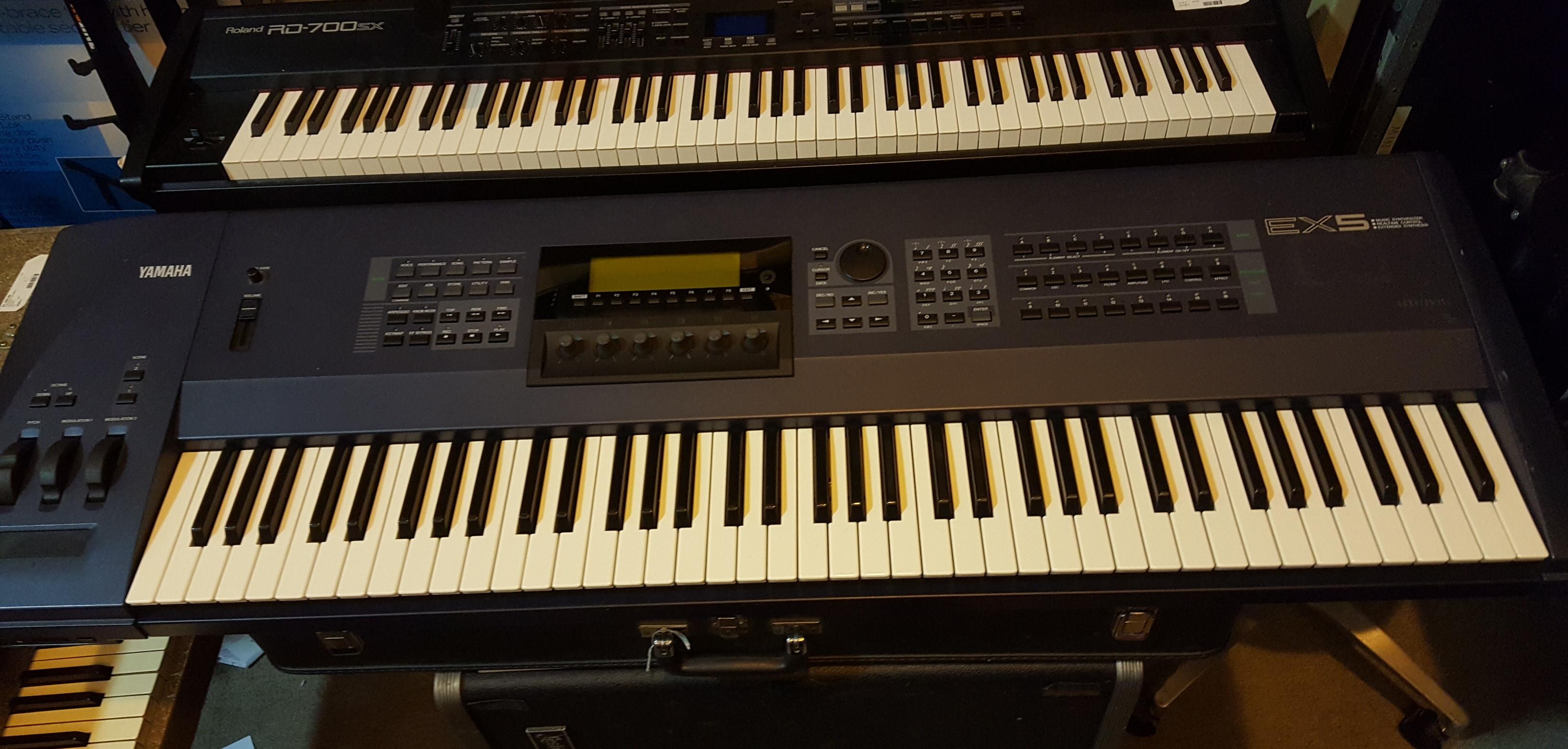 YAMAHA EX5 76-Key Synthesizer Music Workstation **PICKUP ONLY**