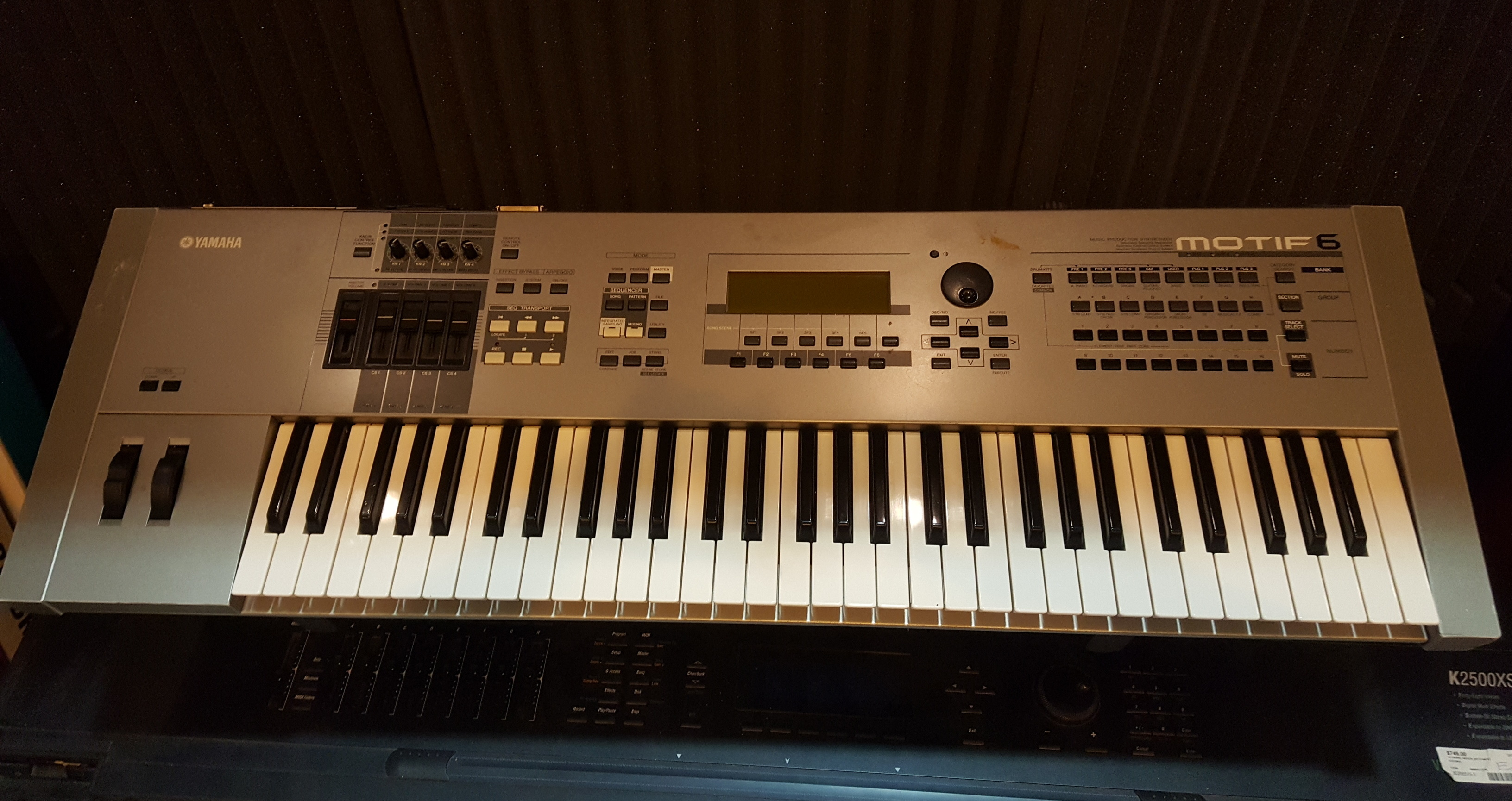 YAMAHA MOTIF 6 61-Key Music Production Keyboard Synthesizer **PICKUP ONLY**
