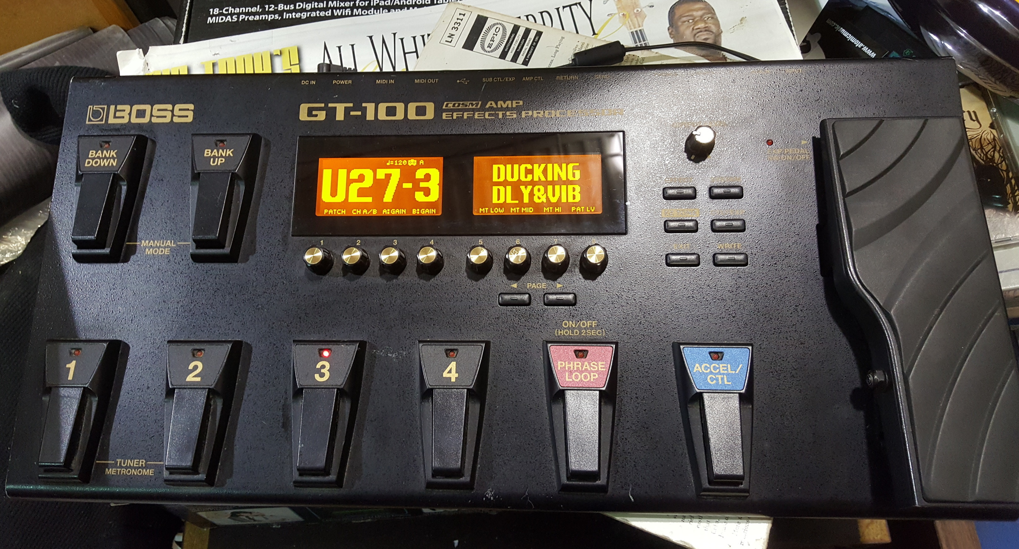 BOSS GT-100 Guitar Multi-Effects Fx Processor Pedalboard with Power Supply!!