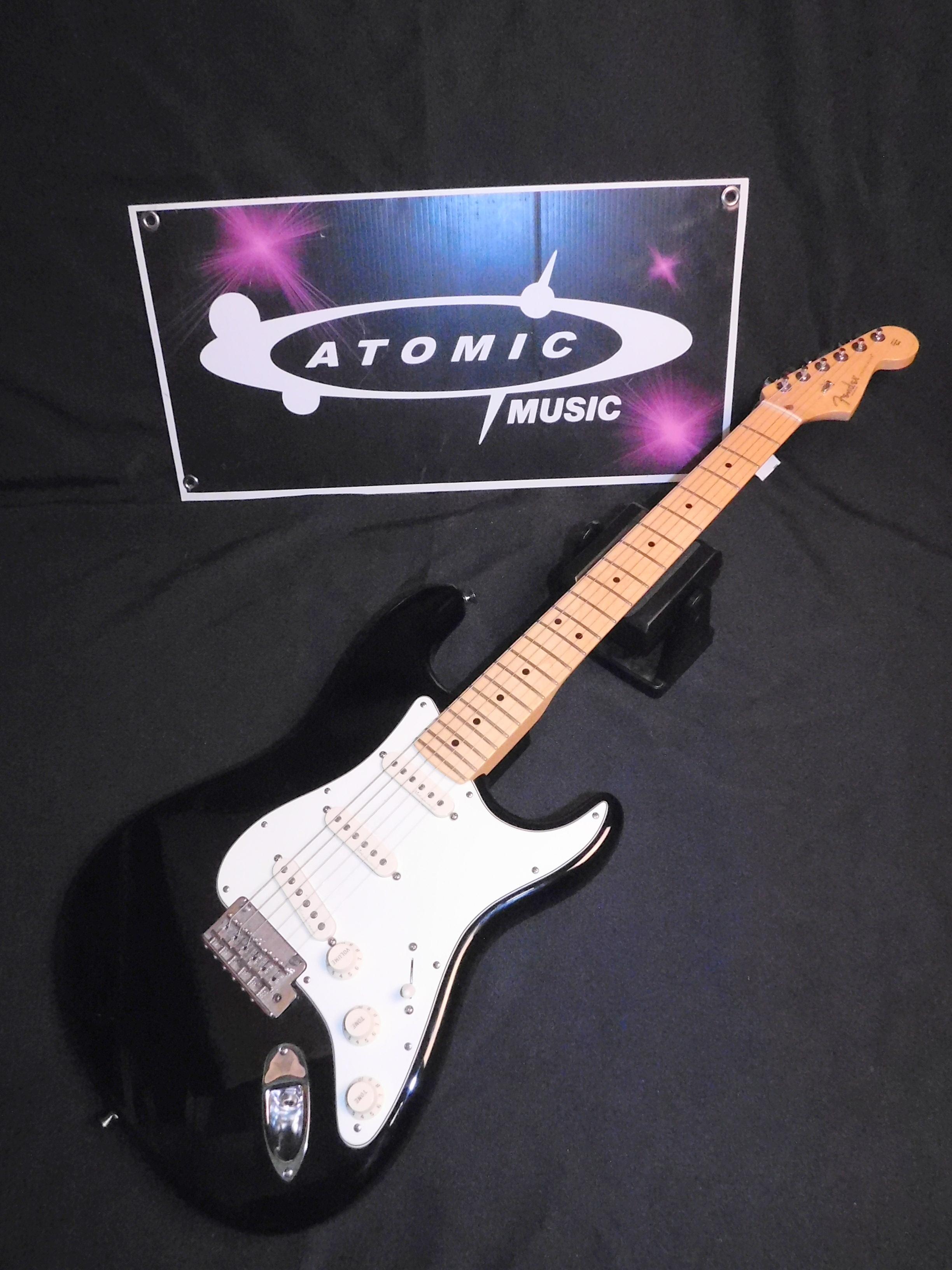 2012 FENDER STRATOCASTER w/Noiseless Pickups - American Standard STRAT