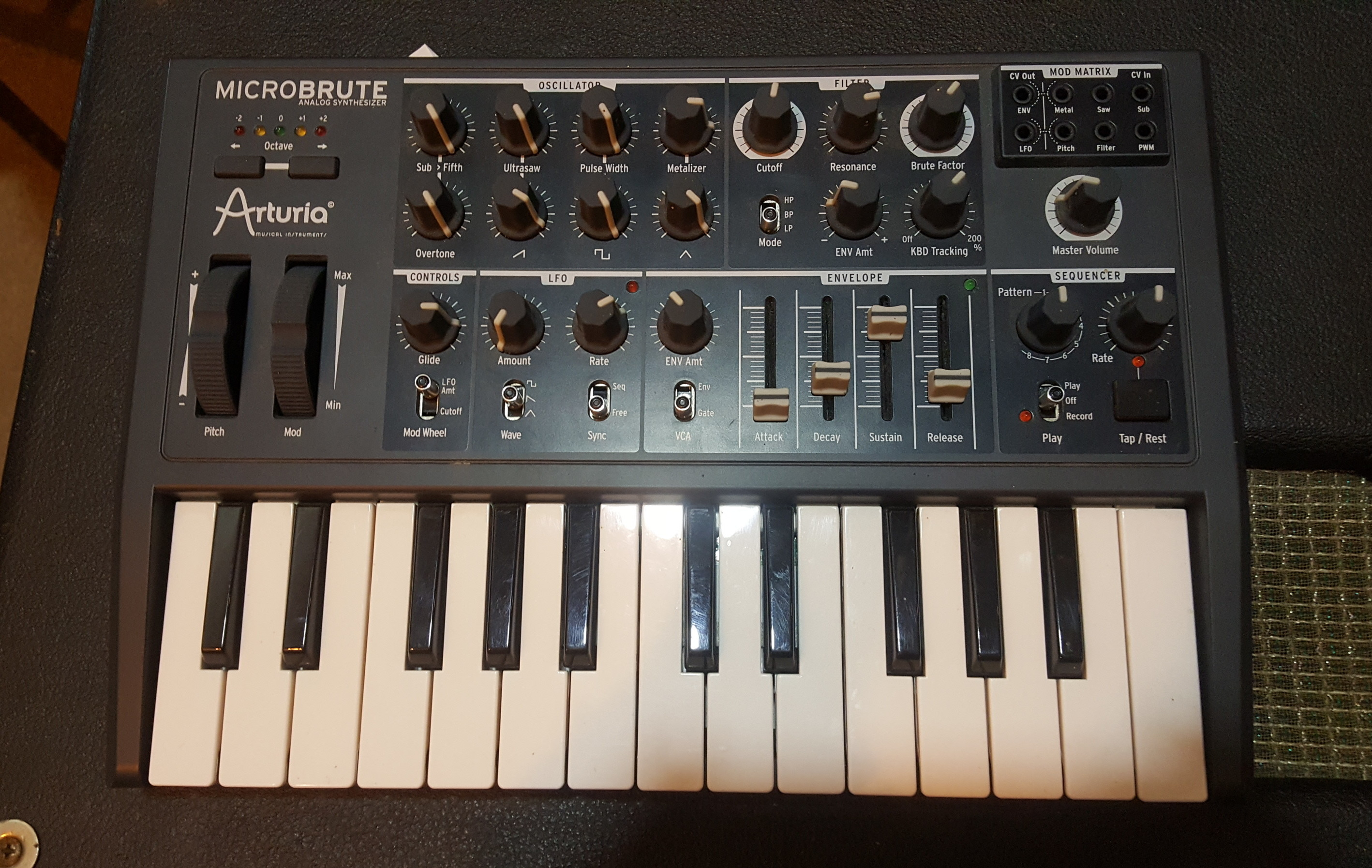 ARTURIA MICROBRUTE 25-Key Analog Synthesizer with Power Supply!