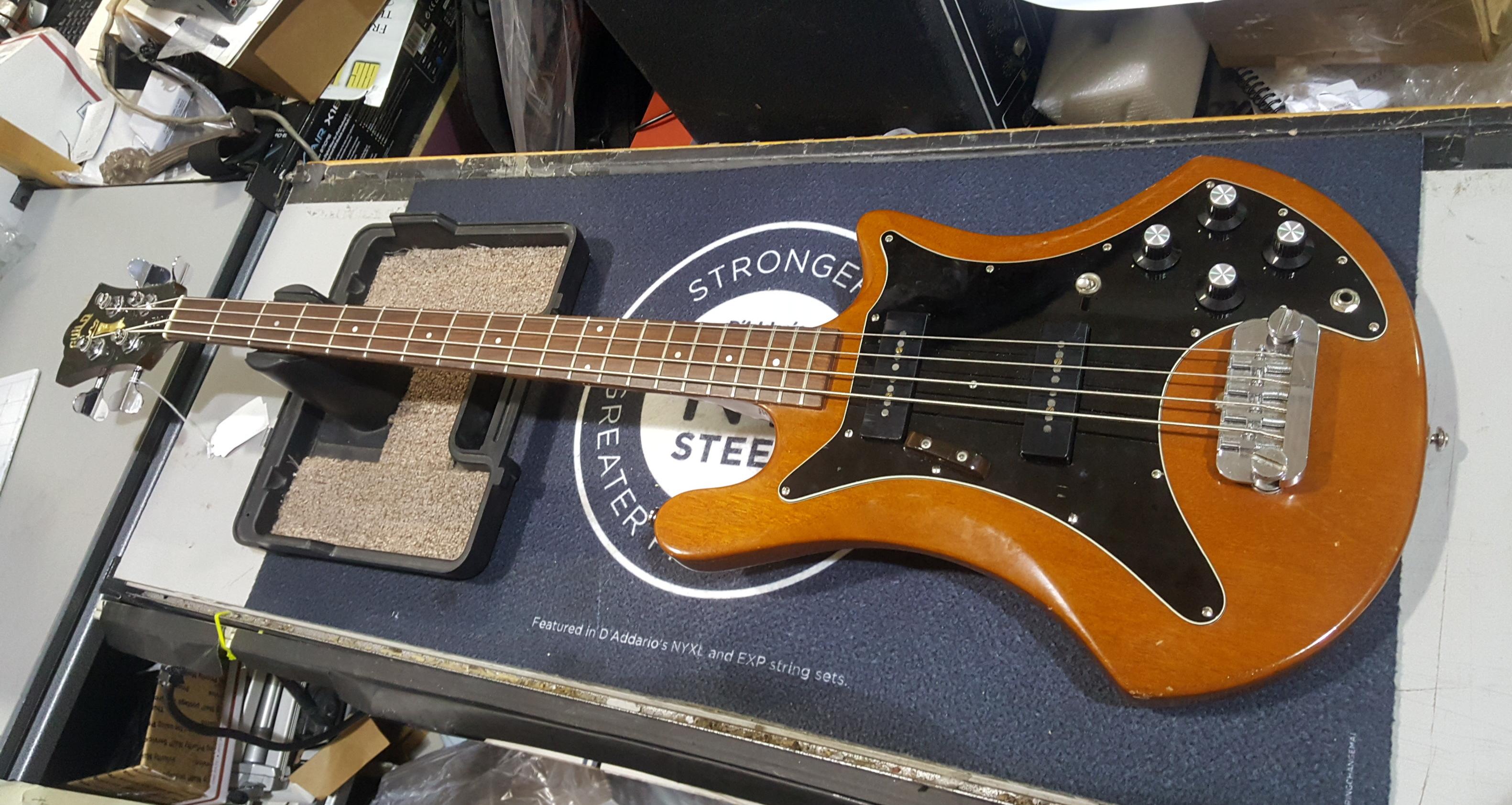GUILD B-302 Electric Bass Guitar