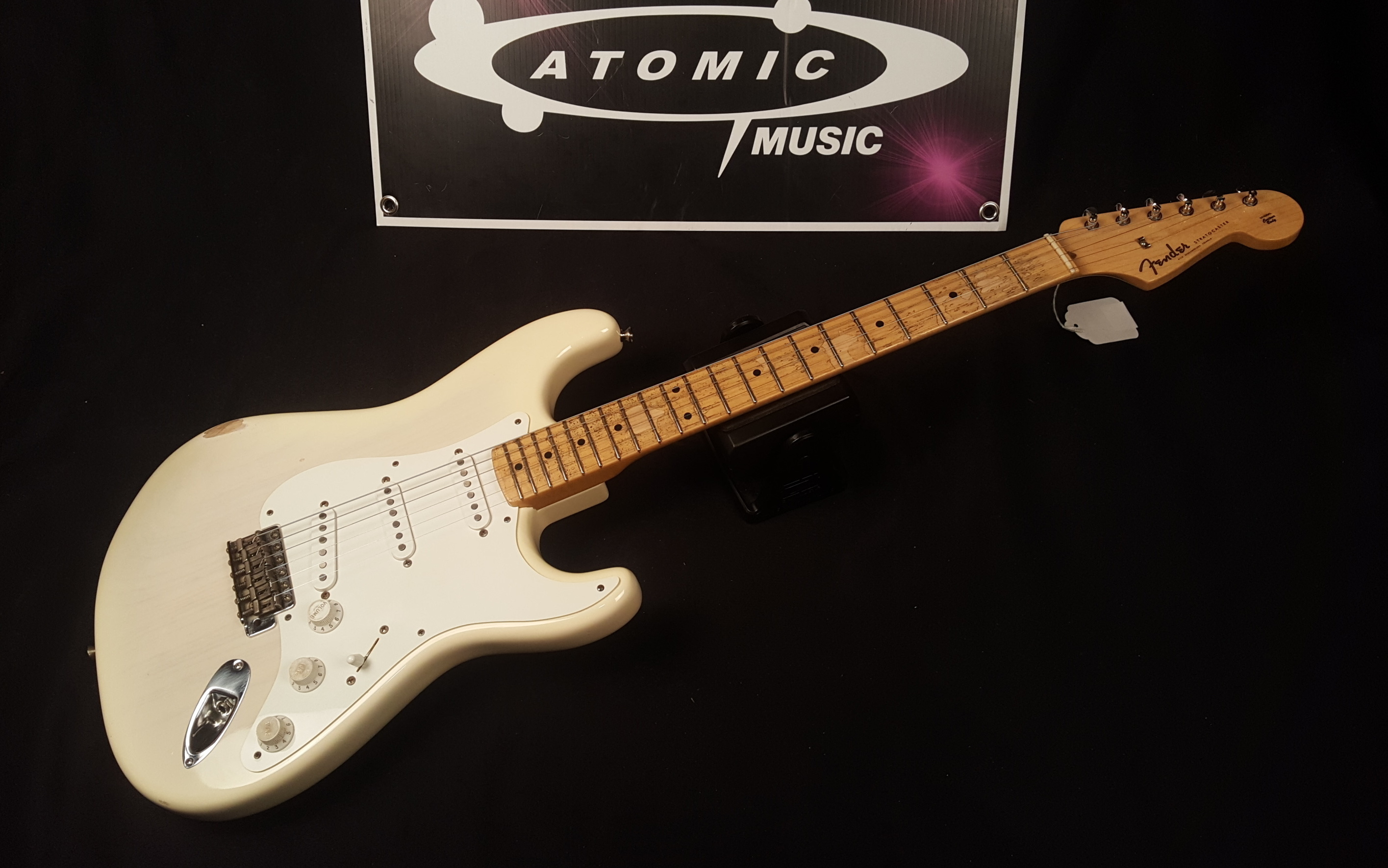 FENDER AMERICAN VINTAGE '56 Reissue STRATOCASTER Electric Guitar RELIC - WHITE!!