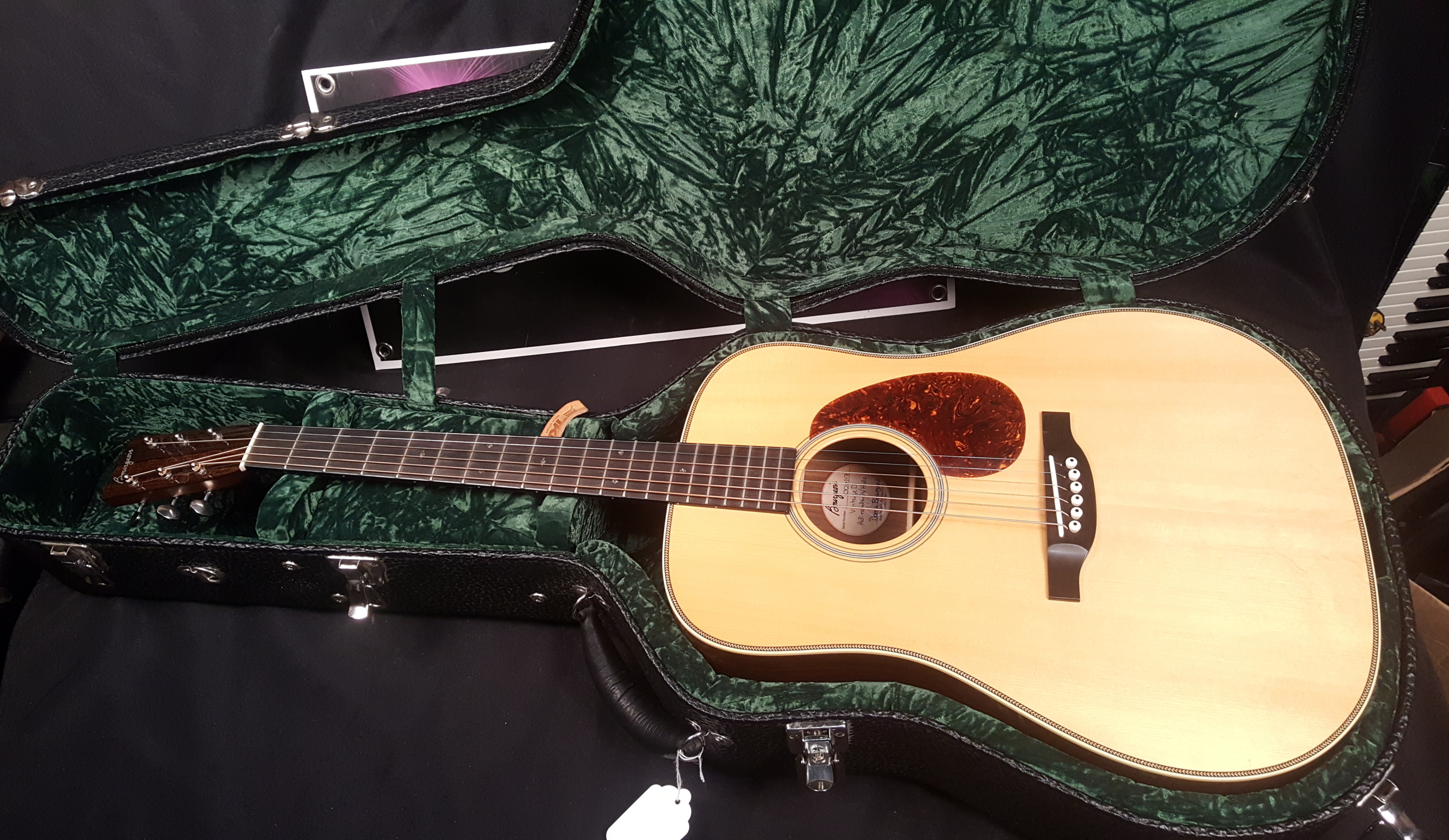 BOURGEOIS VINTAGE DREADNOUGHT Acoustic Guitar W/HSC - Adirondack Spruce Top!!