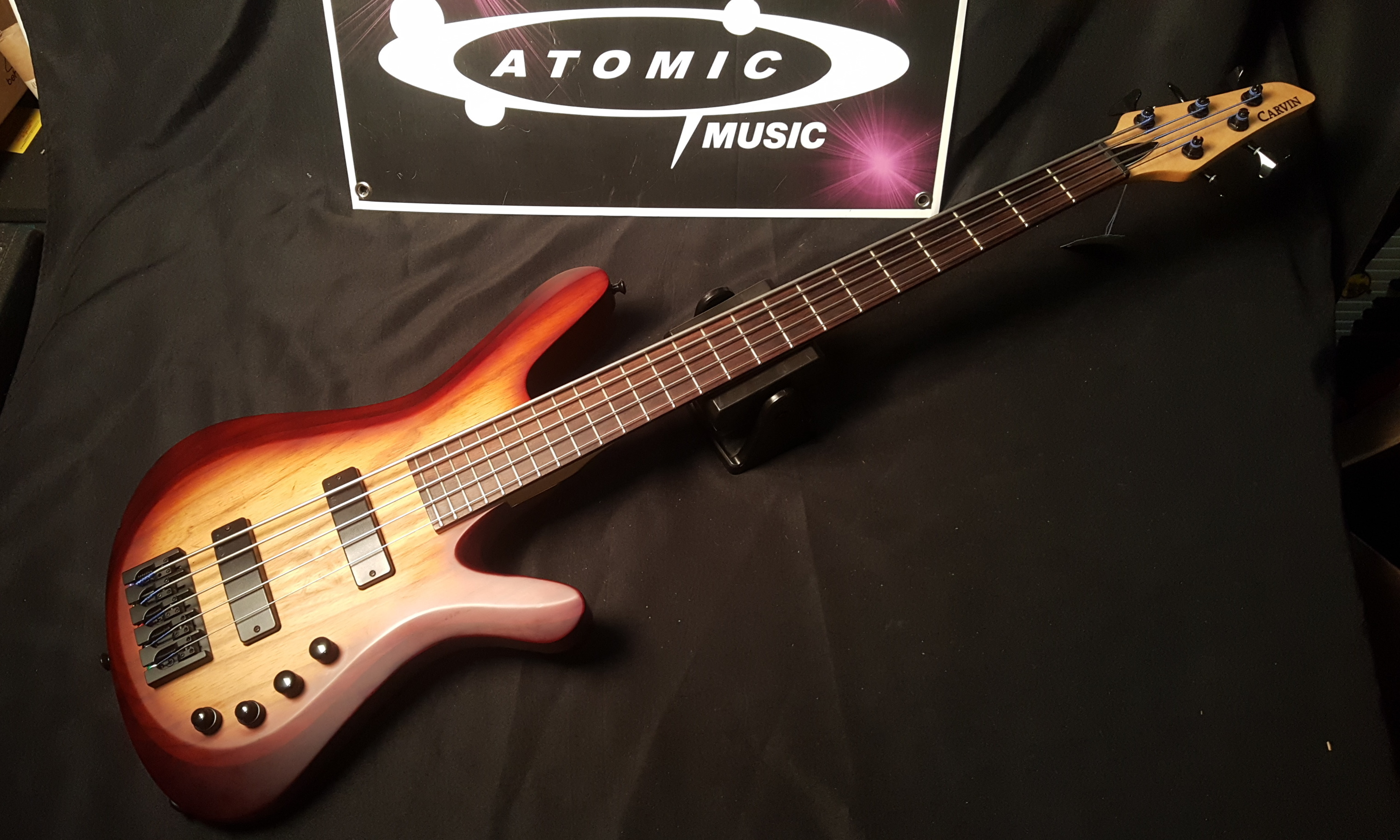 CARVIN VANQUISH V59K 5-String Electric Bass with Gig-Bag!
