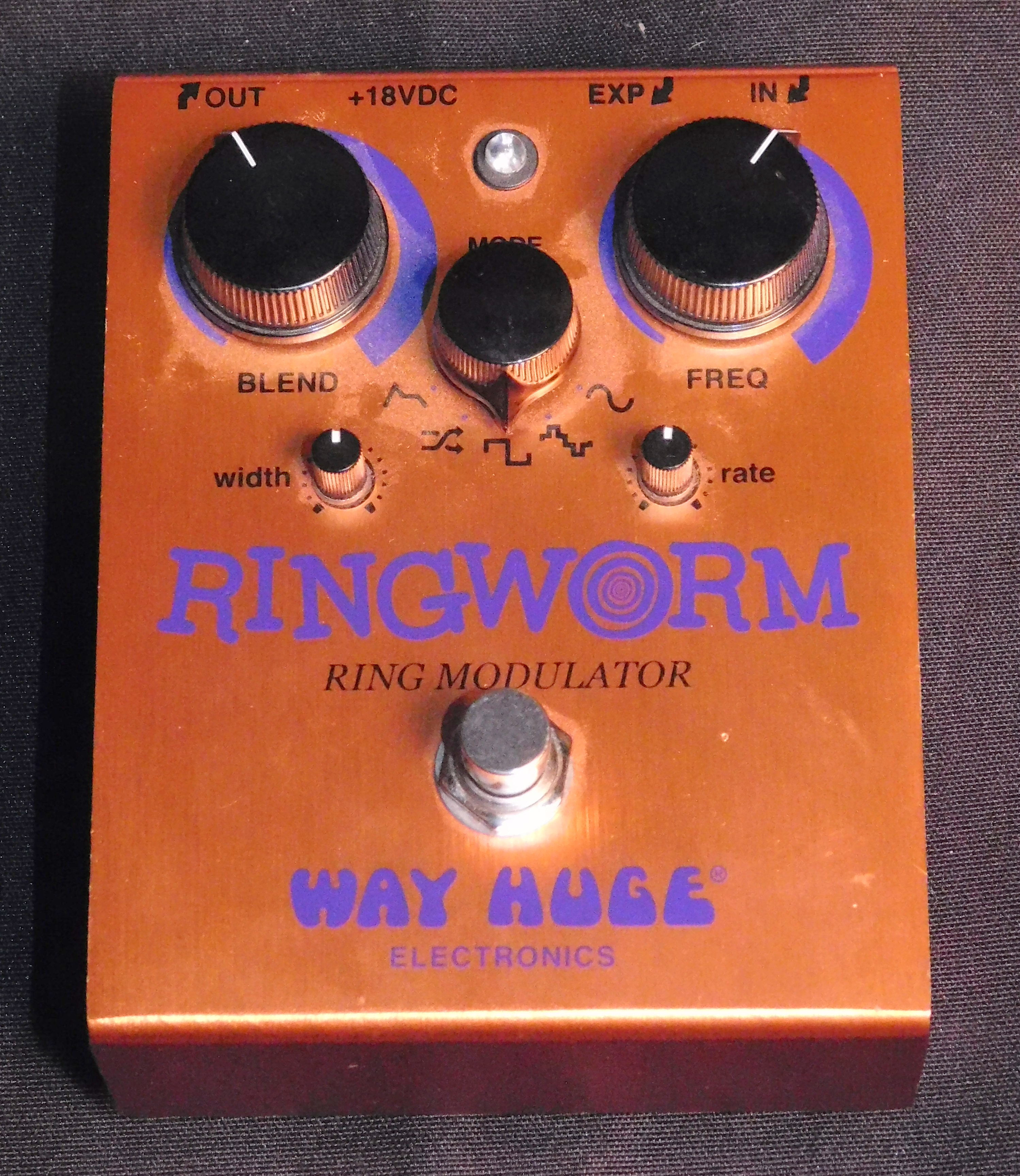 WAY HUGE RINGWORM RING MODULATOR EFFECTS PEDAL