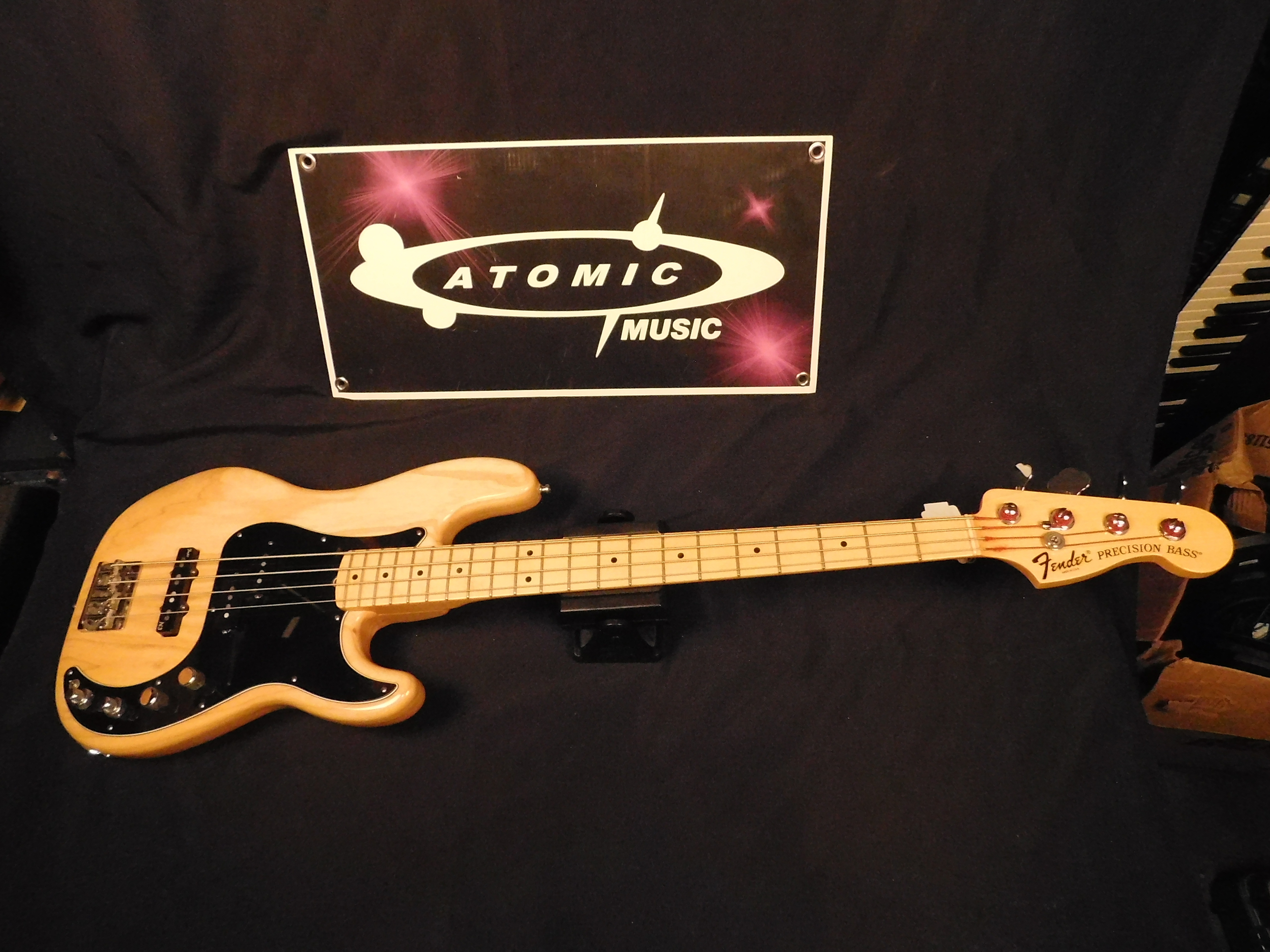 2011 FENDER USA American Deluxe Precision Bass **HSC** Active PJ PICKUPS!