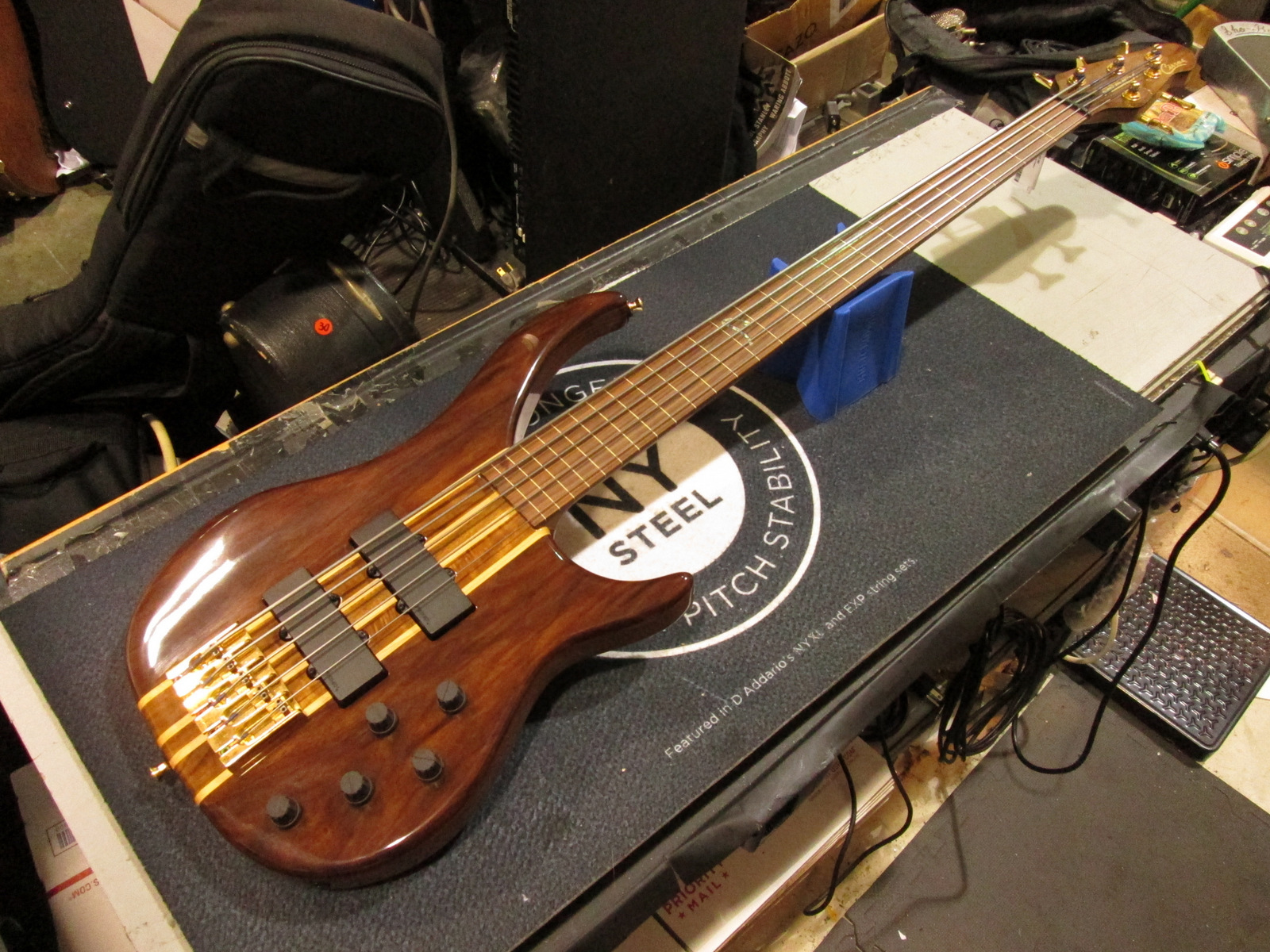 PEAVEY CIRRUS FRETTLESS 5 STRING BASS GUITAR *EXCELLENT*