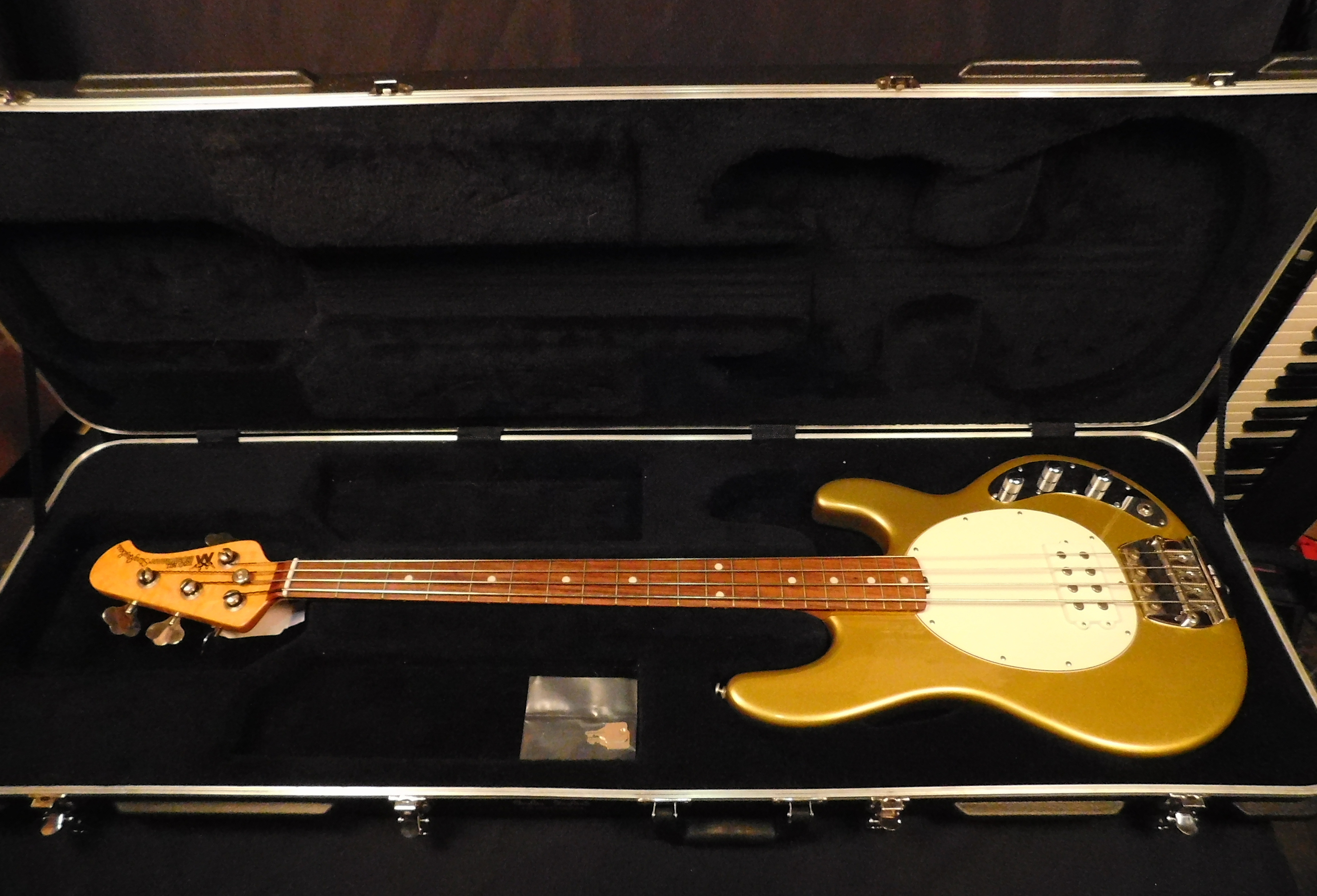 MUSIC MAN CLASSIC STINGRAY 4 Electric Bass **HSC** Olive Gold