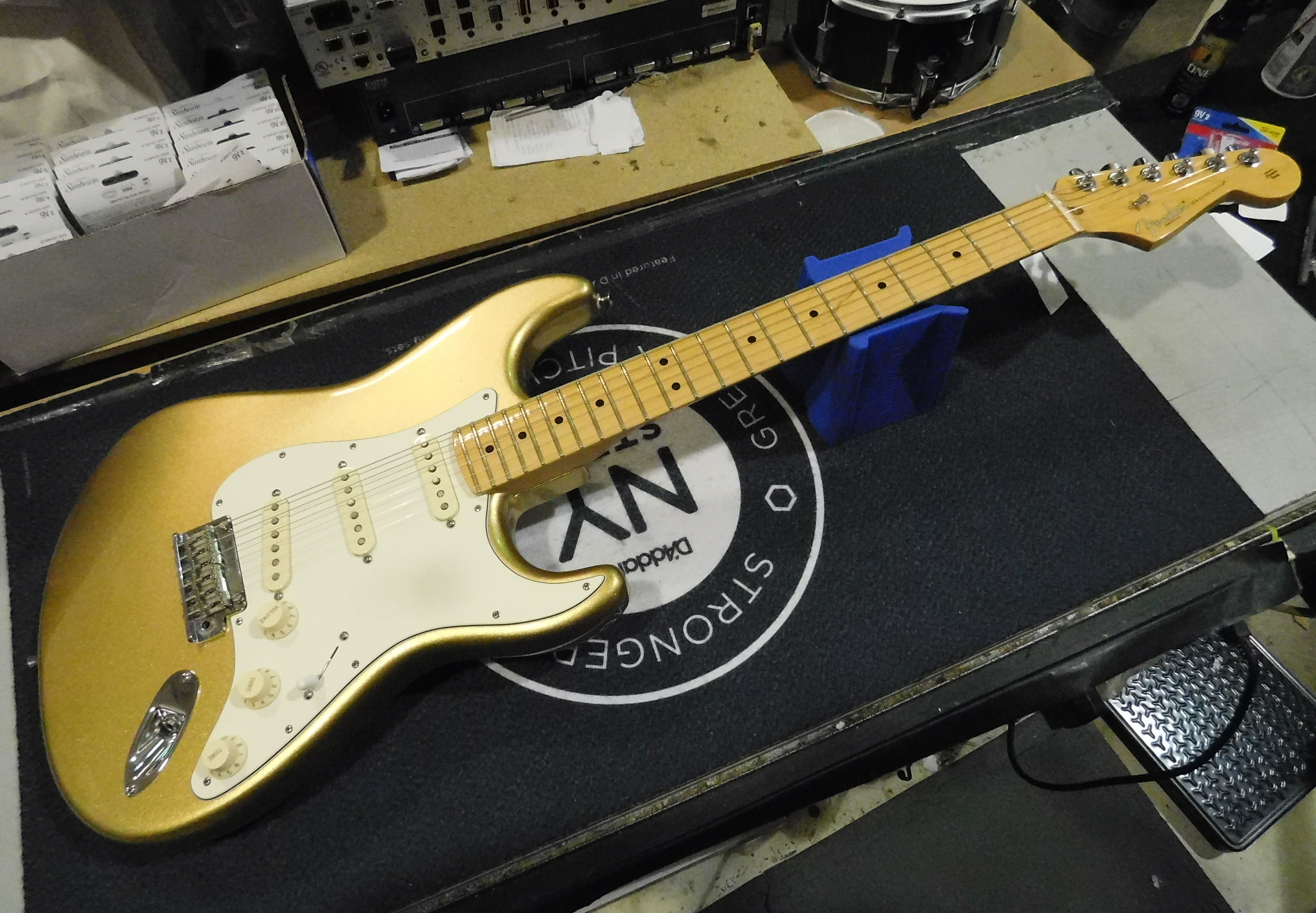 2014 FENDER LIMITED EDITION American Standard Stratocaster **HSC** Aztec Gold