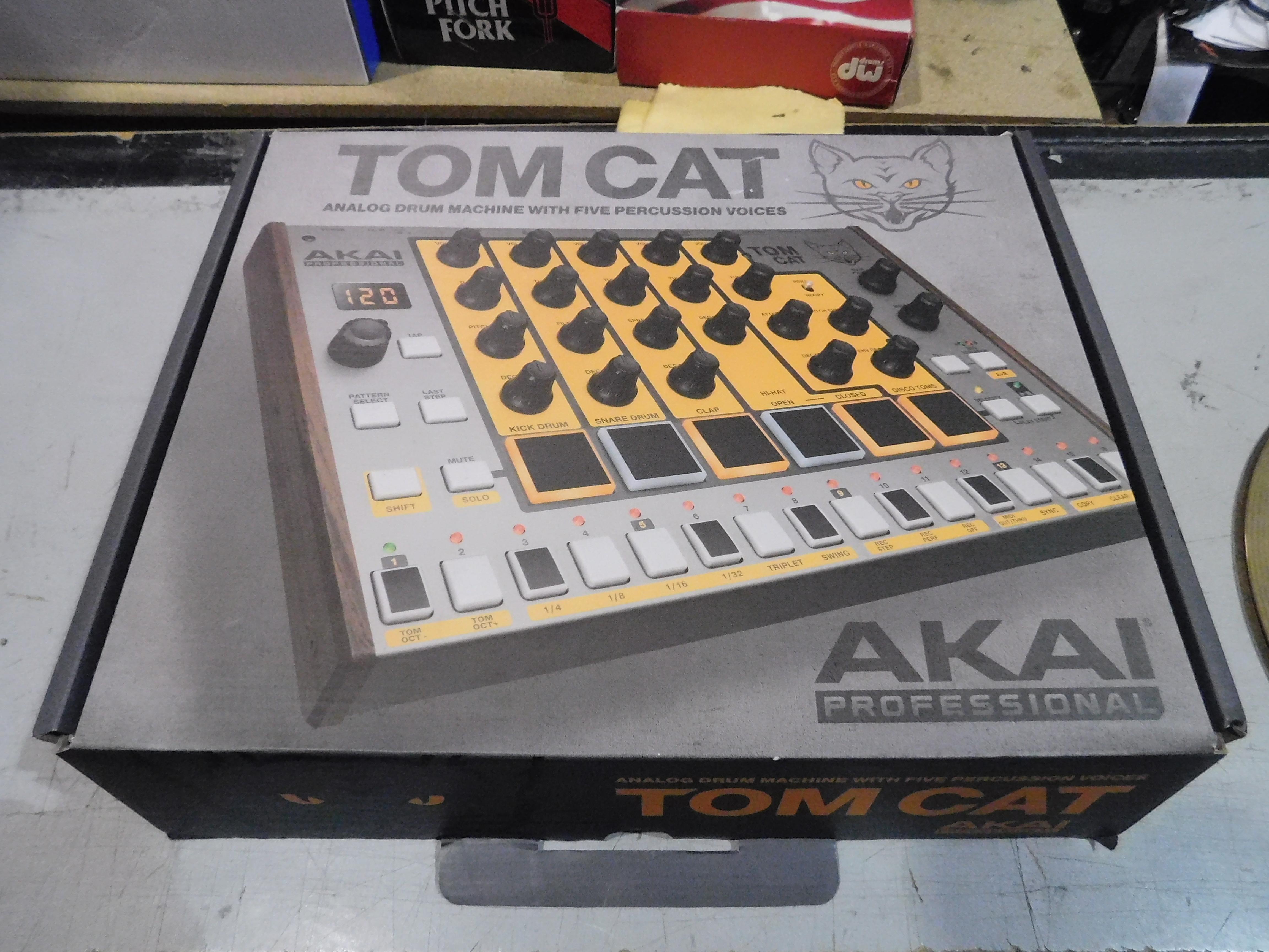 AKAI TOM CAT Analog Drum Machine with Power Supply!