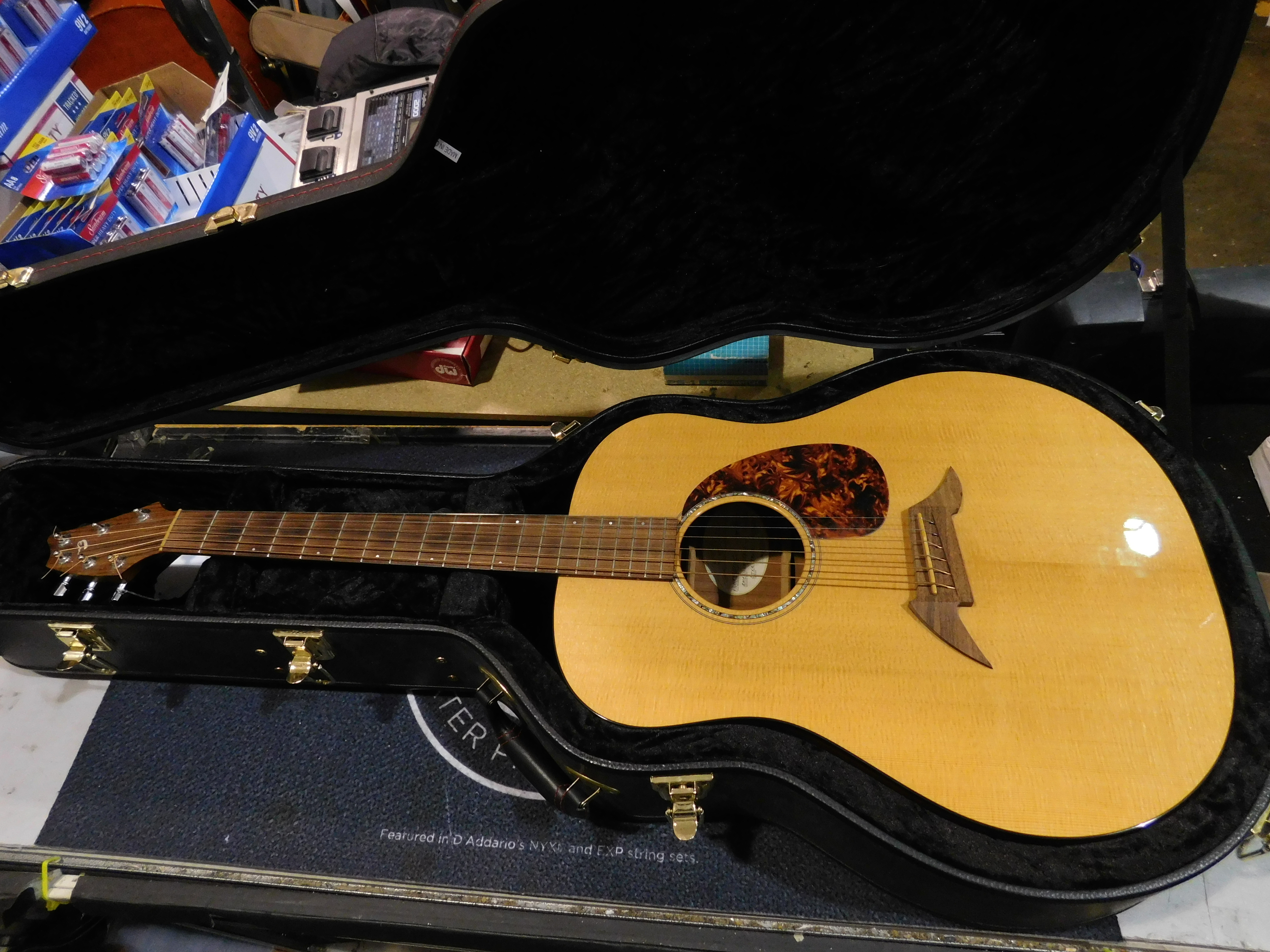 BREEDLOVE American Series D20/SM Acoustic Guitar with Case - LOCAL PICKUP ONLY!