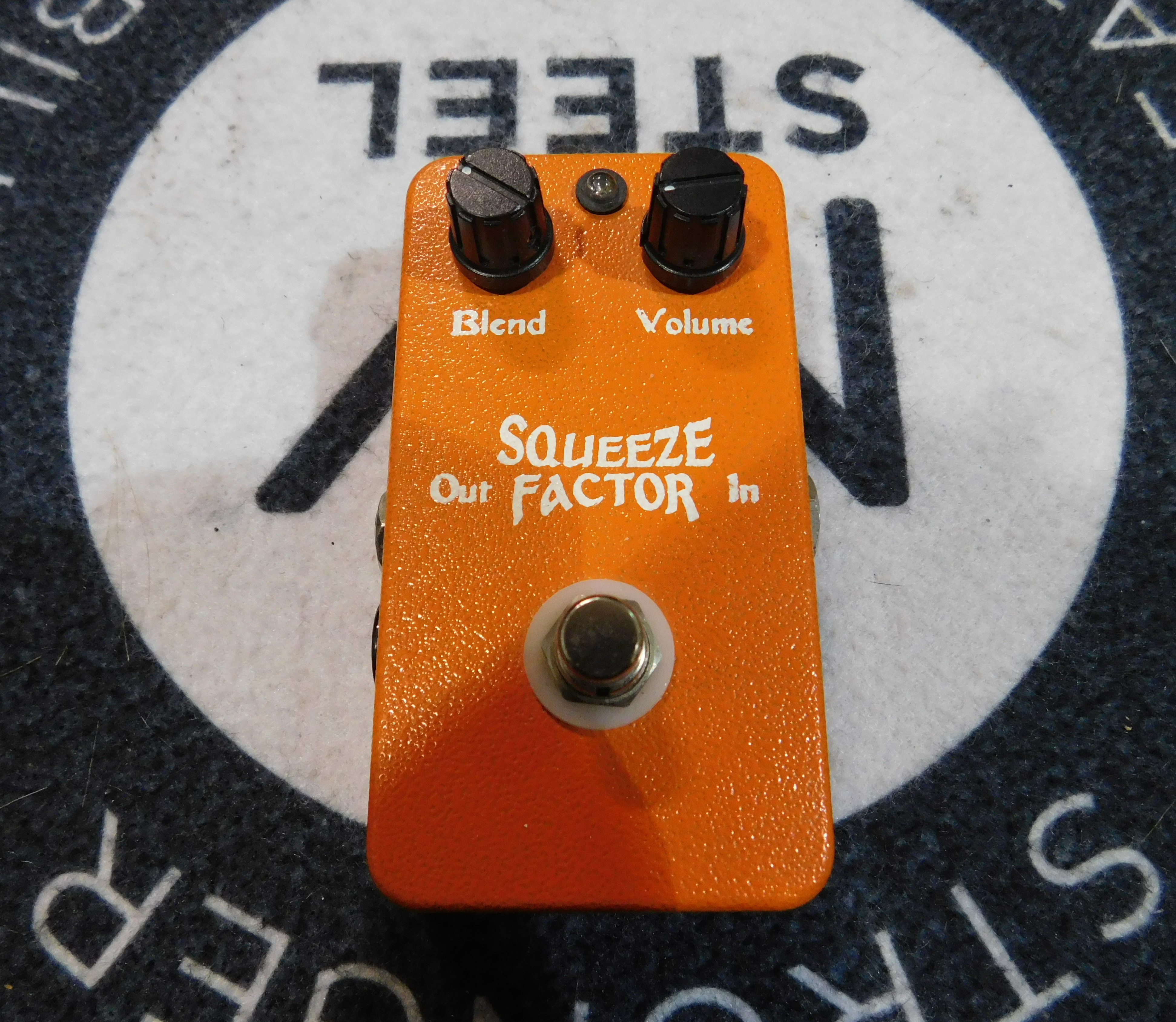 TONE FACTOR Squeeze Factor Orange Squeezer Clone Compressor Effect Pedal