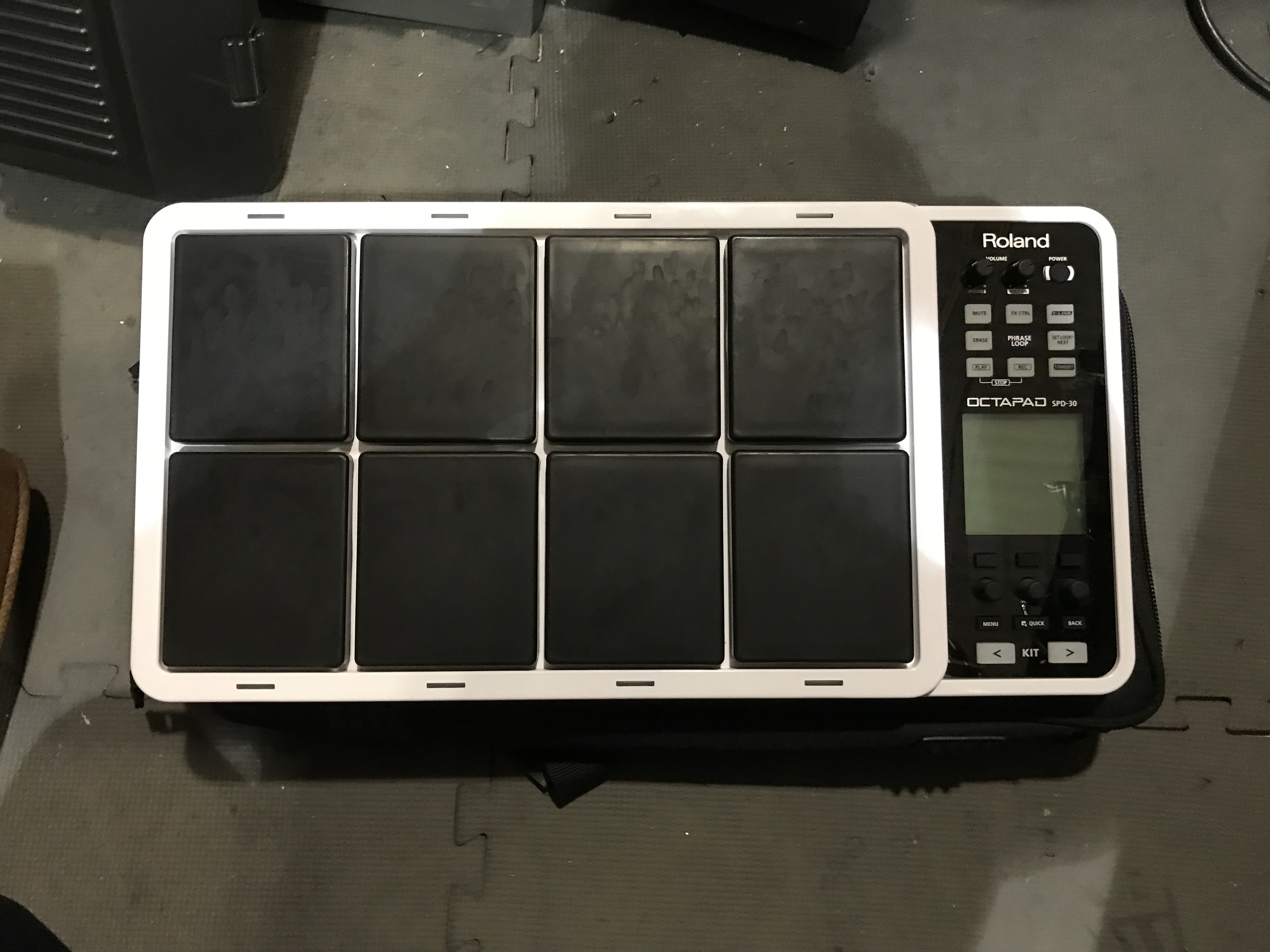 ROLAND OCTAPAD SPD-30 8-Zone White Digital Drum Pad Trigger WITH GIG BAG