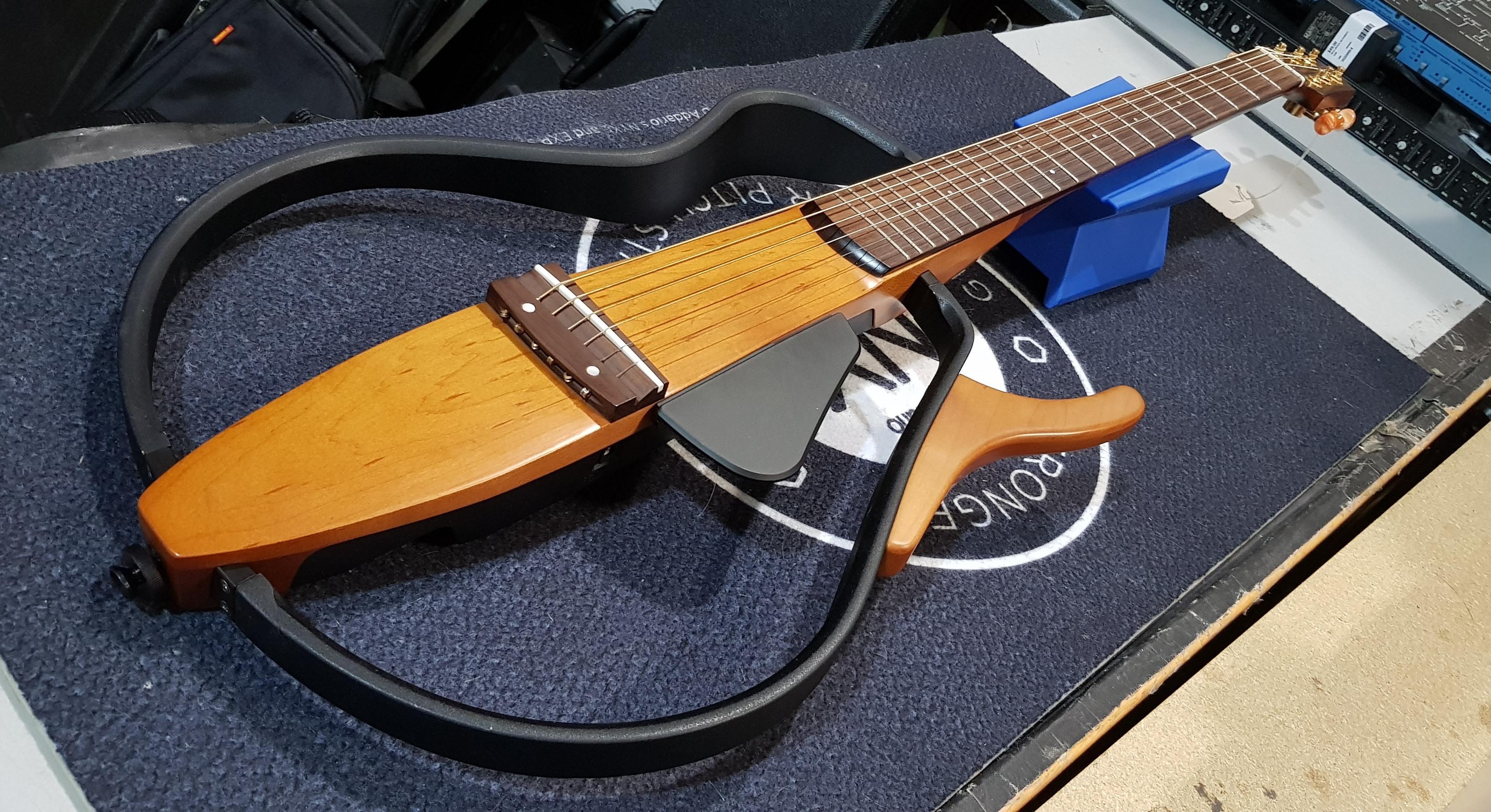 YAMAHA SILENT GUITAR Model SLG 110S w/ Bag