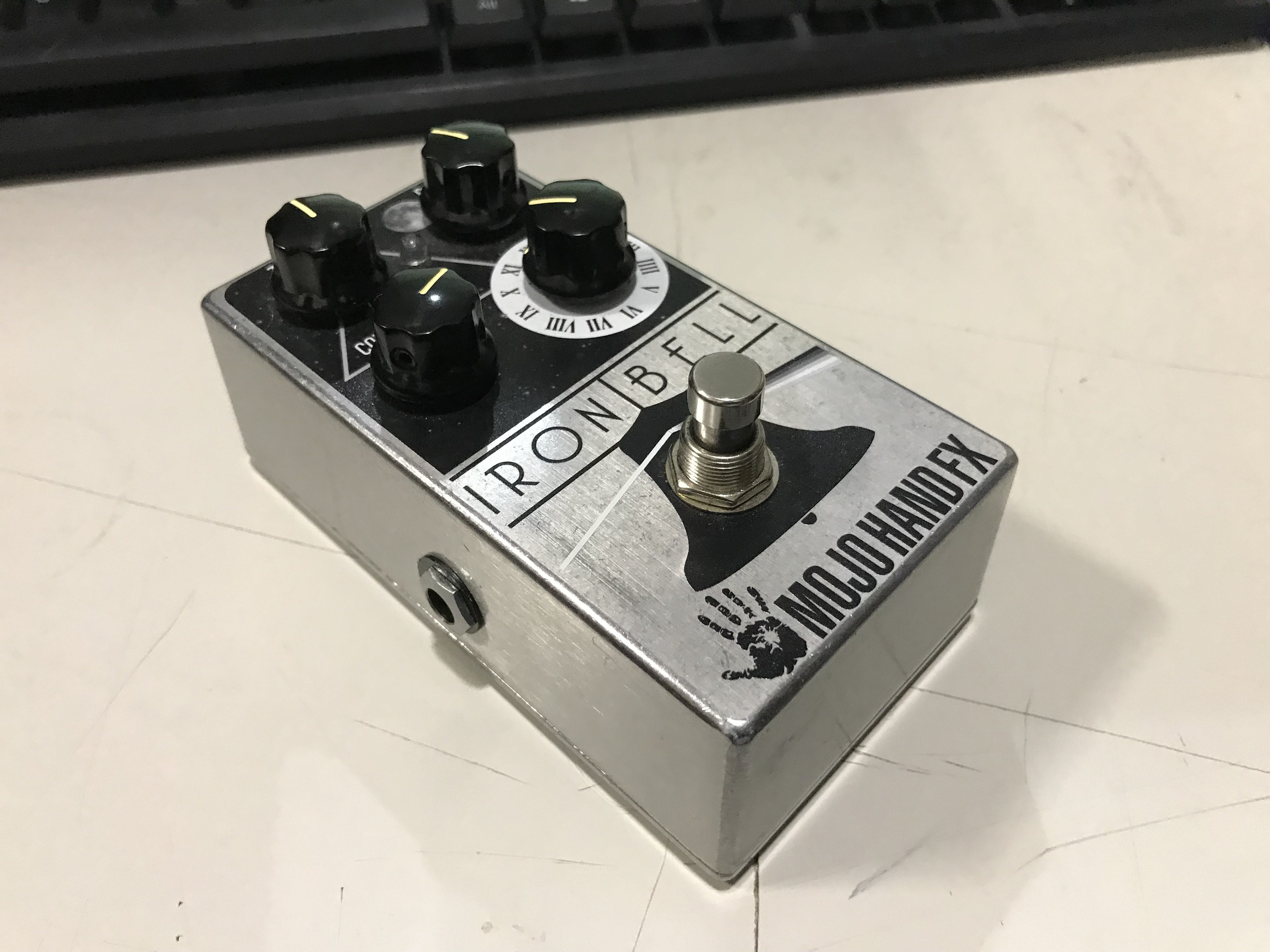 MOJO HAND FX IRON BELL Fuzz Effect Pedal