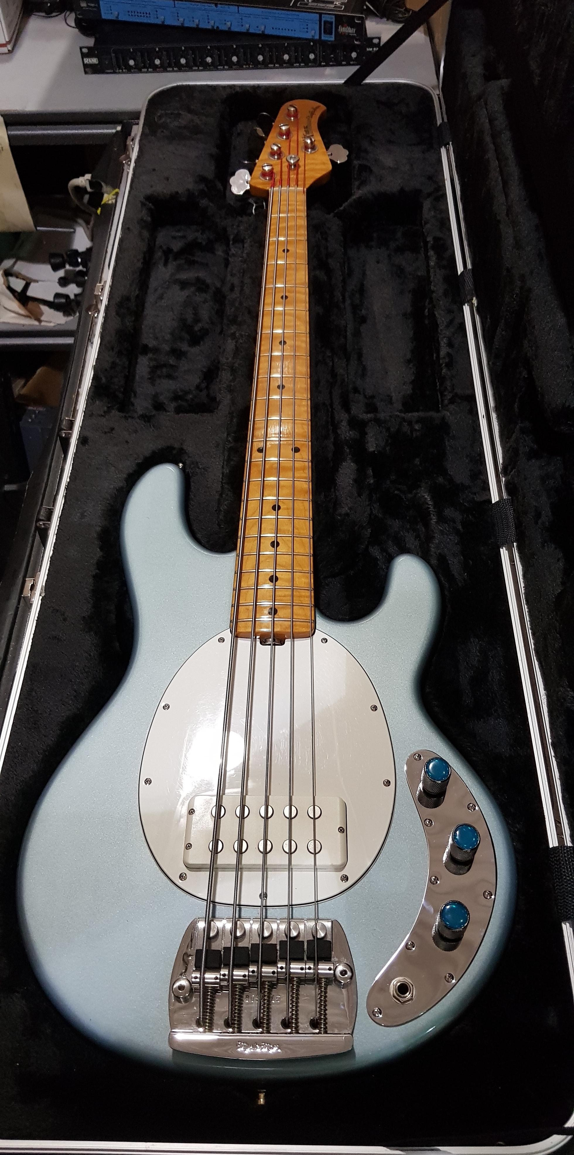 ERNIE BALL MUSIC MAN STINGRAY 5 5-String Electric Bass **HSC** Ice Blue Metallic