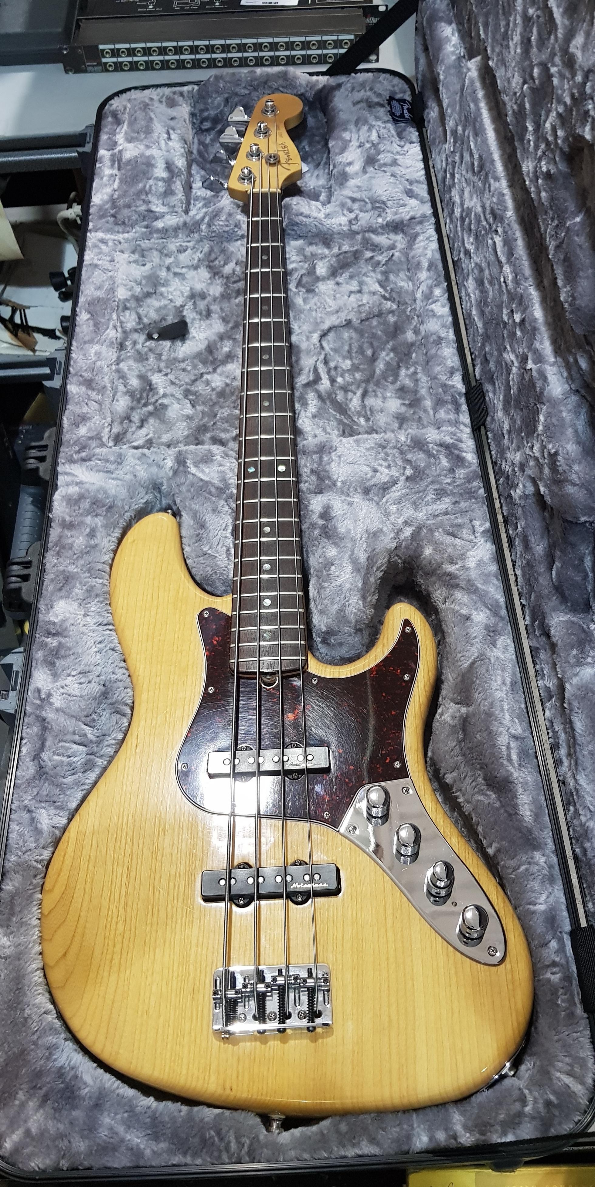 1999 FENDER American Deluxe Jazz Bass **HSC** Natural Finish, Noiseless Pickups
