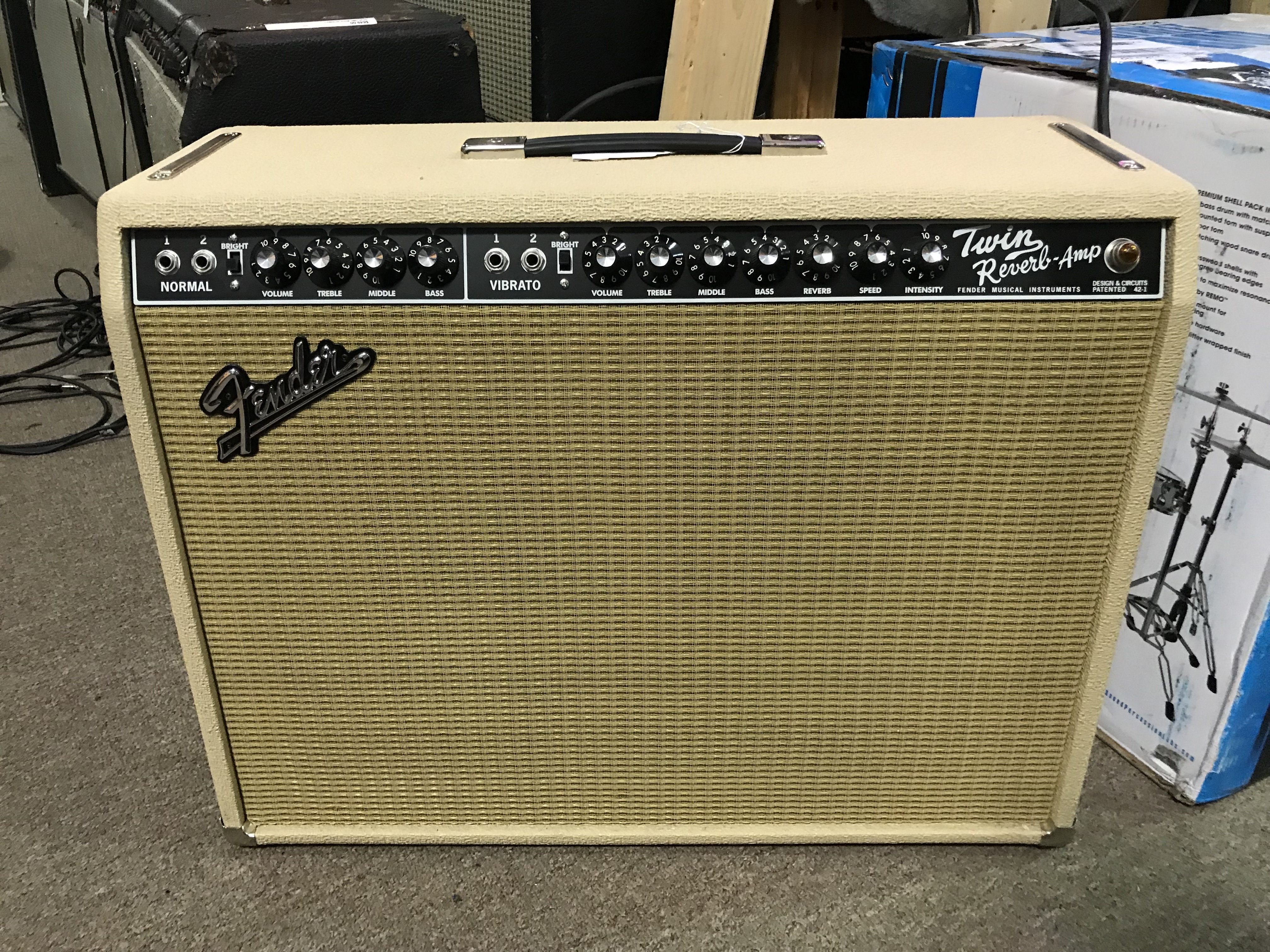 FENDER TWIN REVERB 85W 2X12 Limited Edition Blonde Guitar Combo Amp