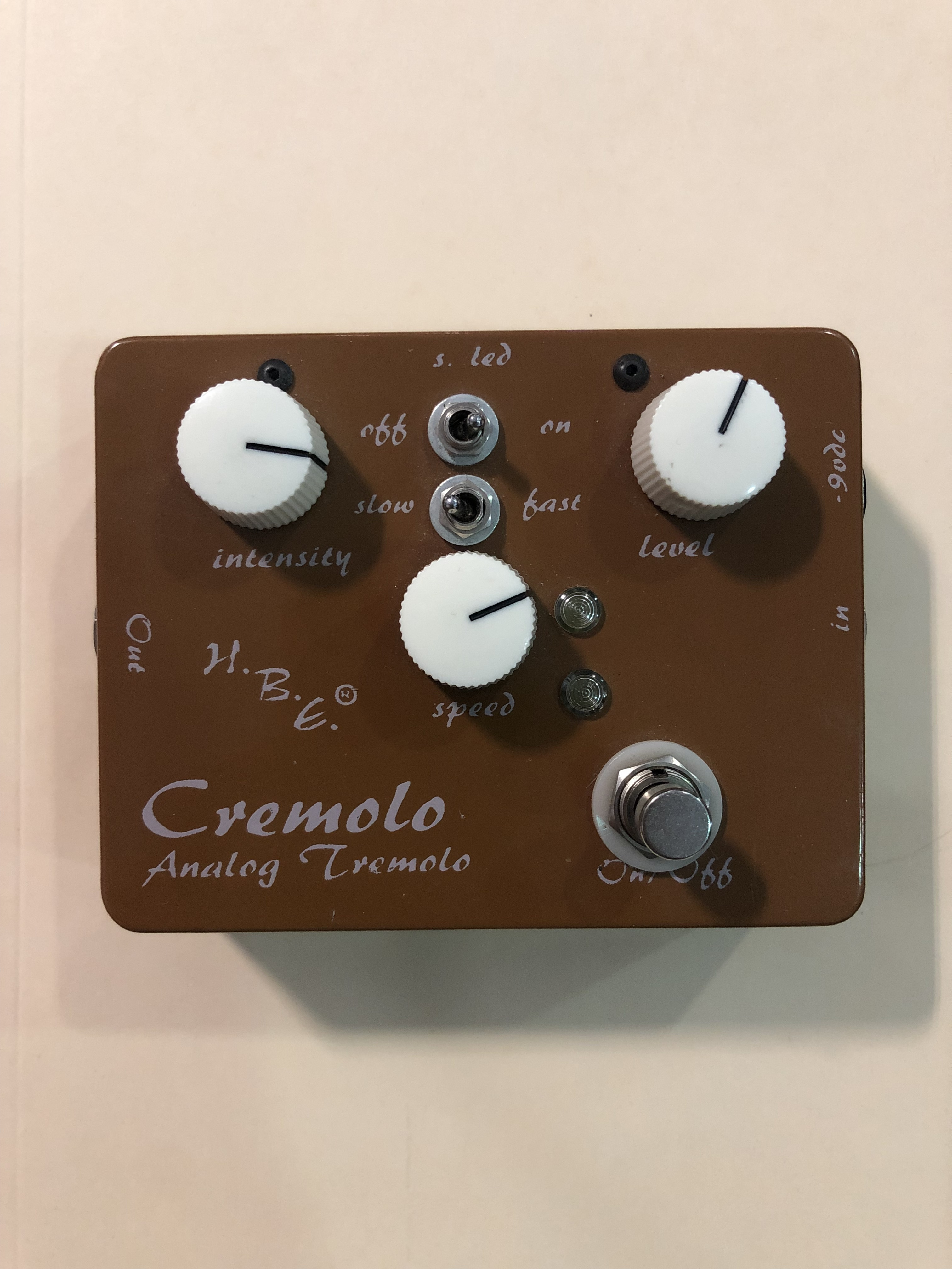 HOMEBREW ELECTRONICS - CREMOLO -  ANALOG TREMOLO EFFECTS PEDAL