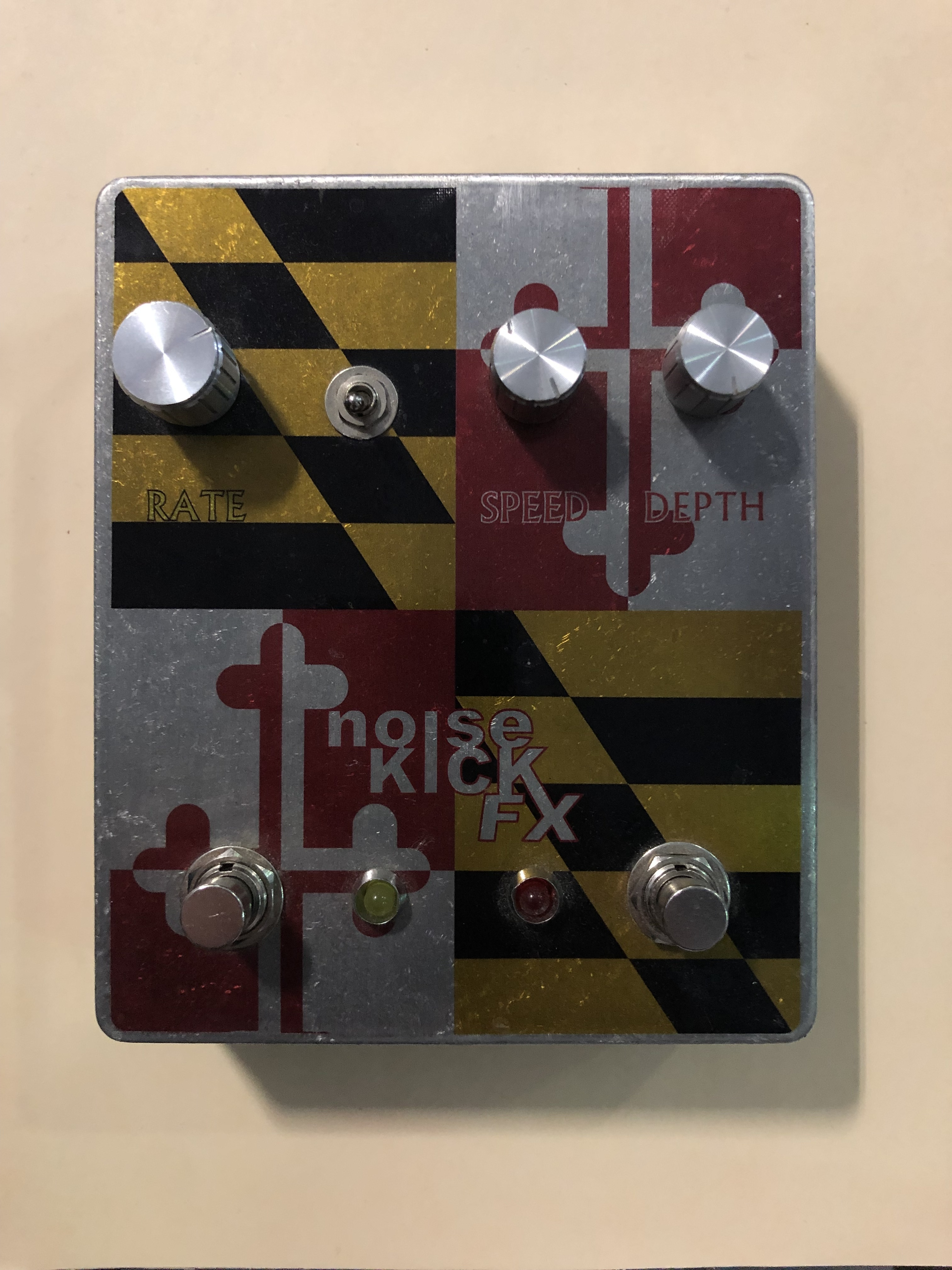 NOISE KICKFX - MD MODULATOR - CHORUS / PHASER EFFECTS PEDAL