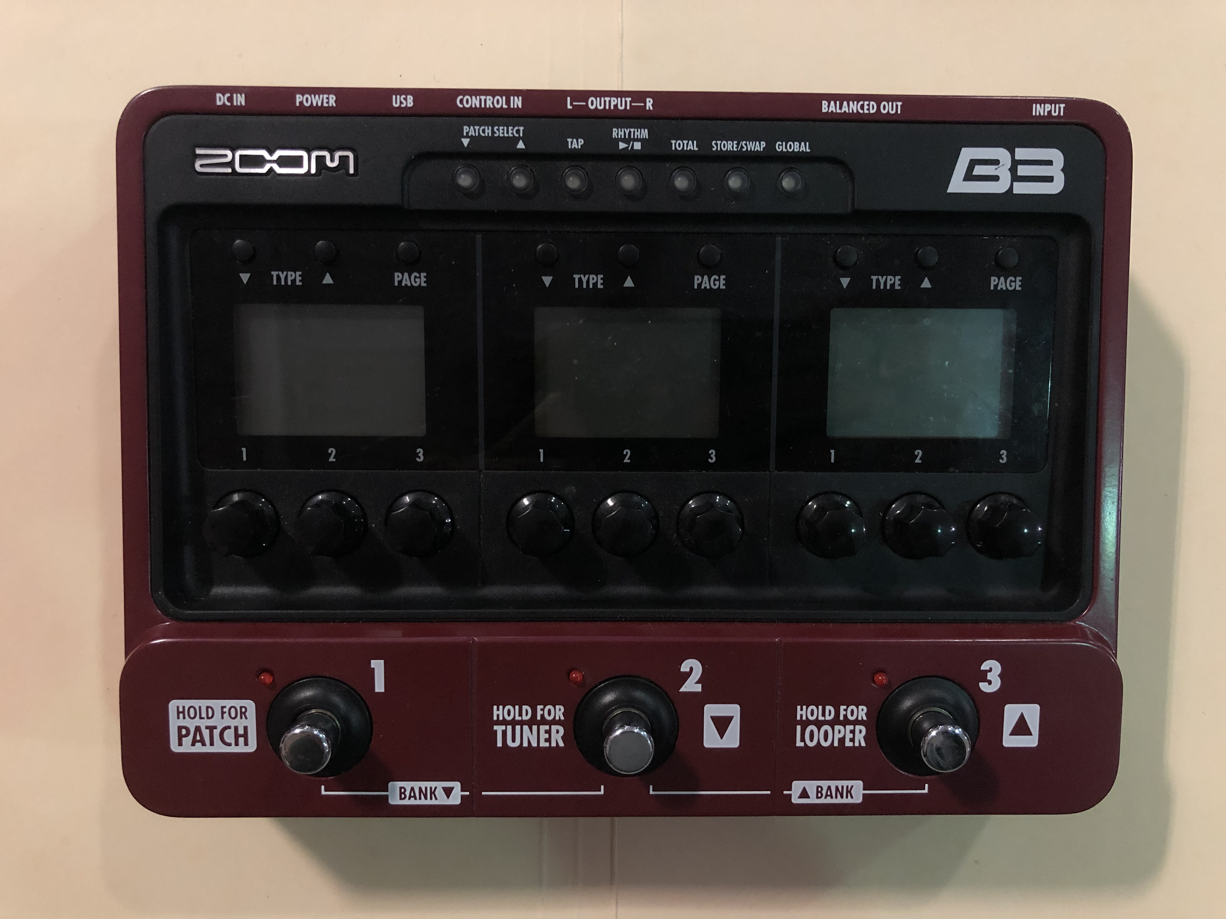 ZOOM - B3 EFFECT / AMP SIMULATOR - BASS MULTI EFFECTS PEDAL