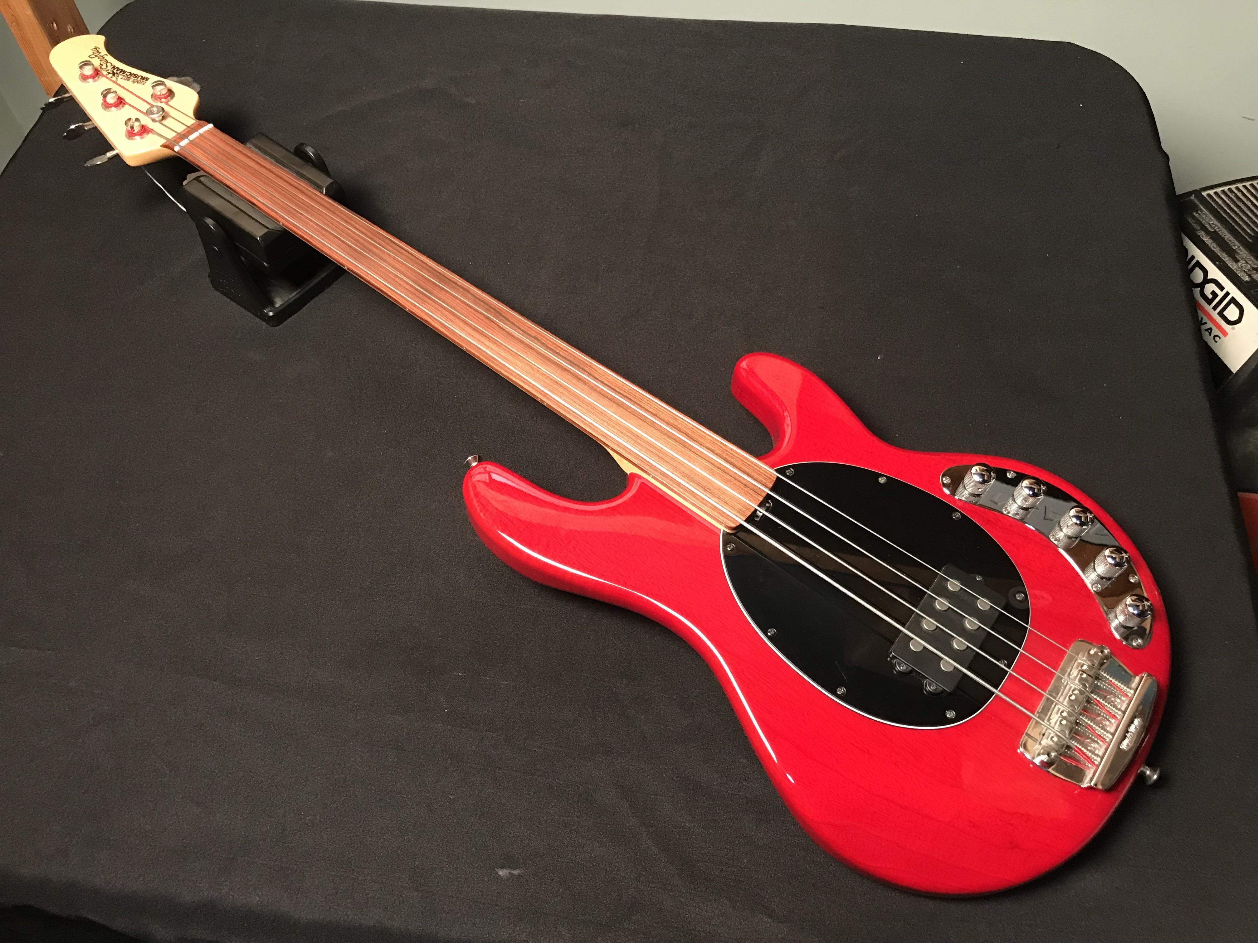 ERNIE BALL MUSICMAN STINGRAY 4 2004 Unlined Piezo Fretless Bass Guitar OHSC
