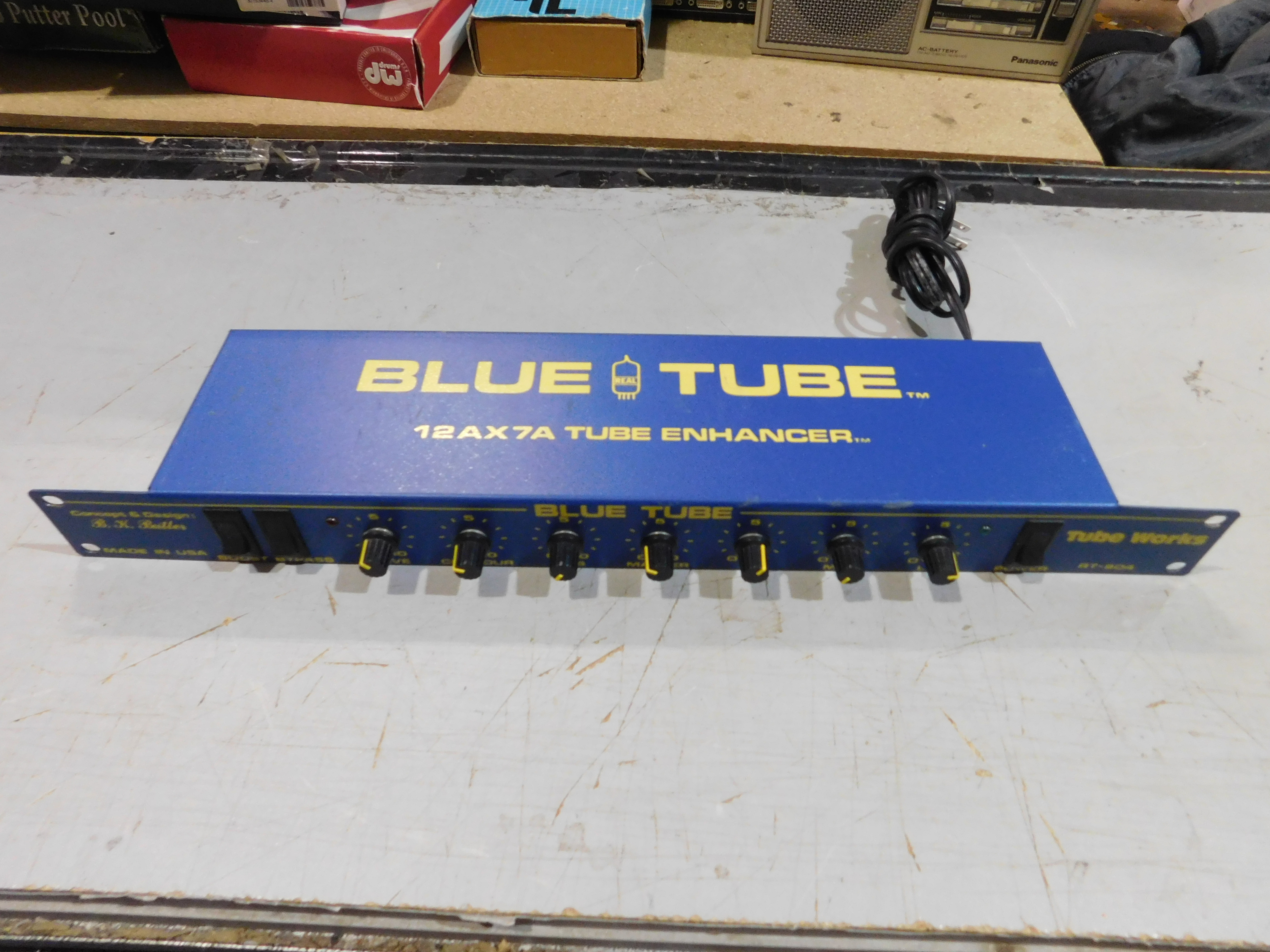 B.K. BUTLER Tube Works Blue Tube RT-904 Rackmount Guitar Preamp