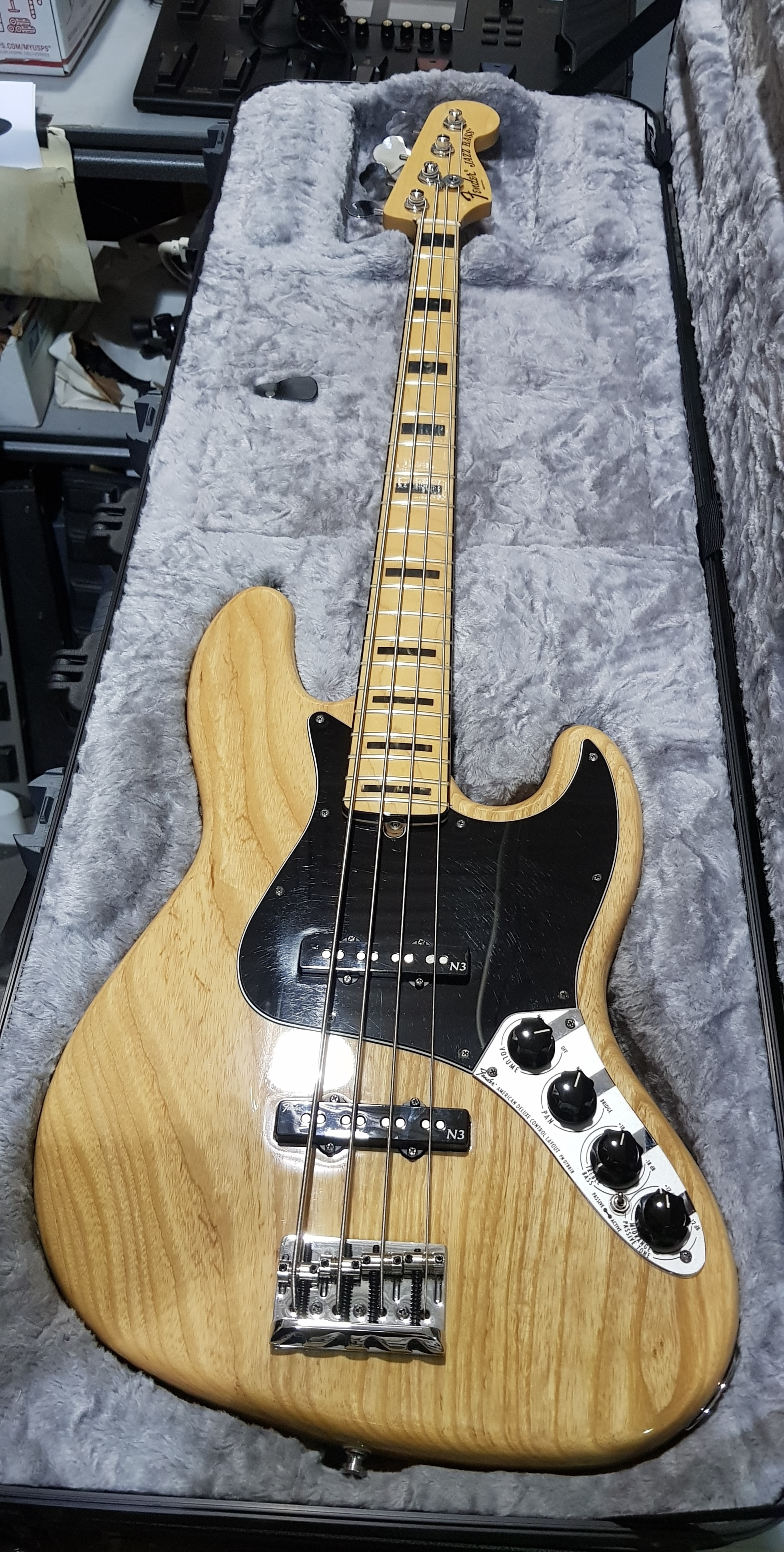 2011 FENDER AMERICAN DELUXE JAZZ BASS Electric Bass **HSC** Natural Ash